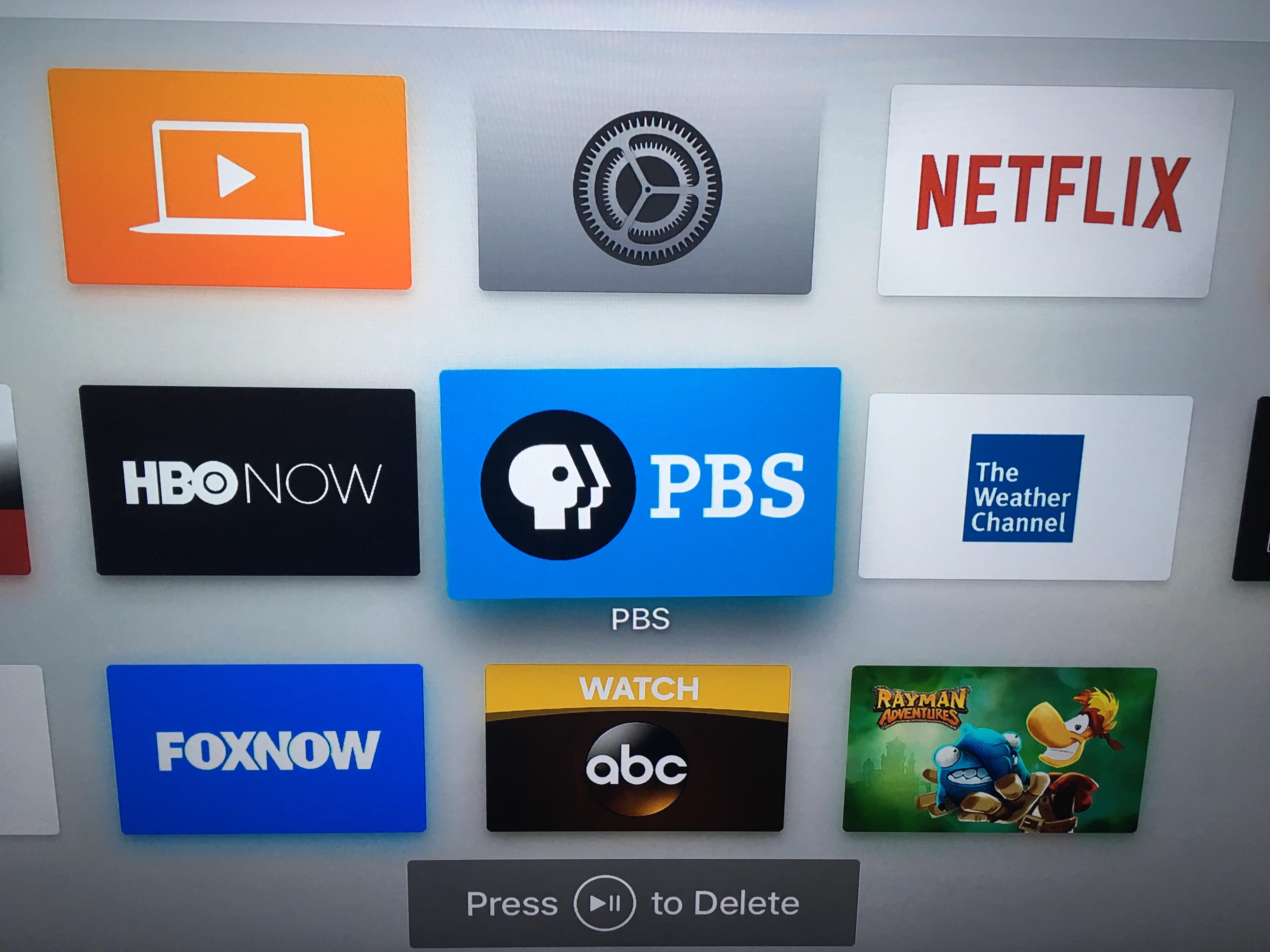 Å flytte apper rundt på hjemskjermen gjøres på samme måte som på iPhone og iPad, bare med fjernkontrollen.