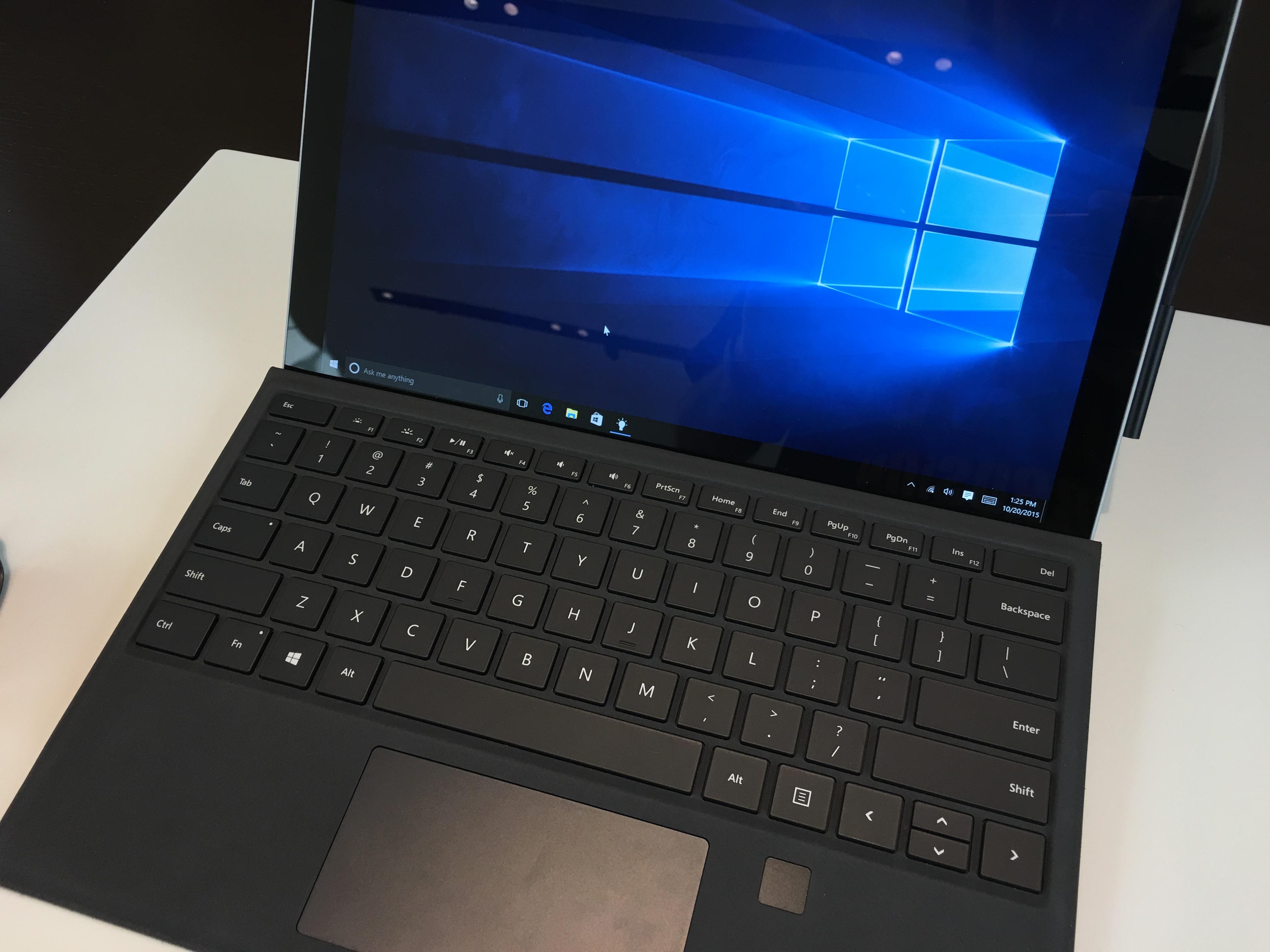 Surface Pro 4 vil ikke overraske noen som har stiftet bekjentskap med forgjengeren, men den er kjappere og kjøligere. Rammen rundt skjermen er også mindre.