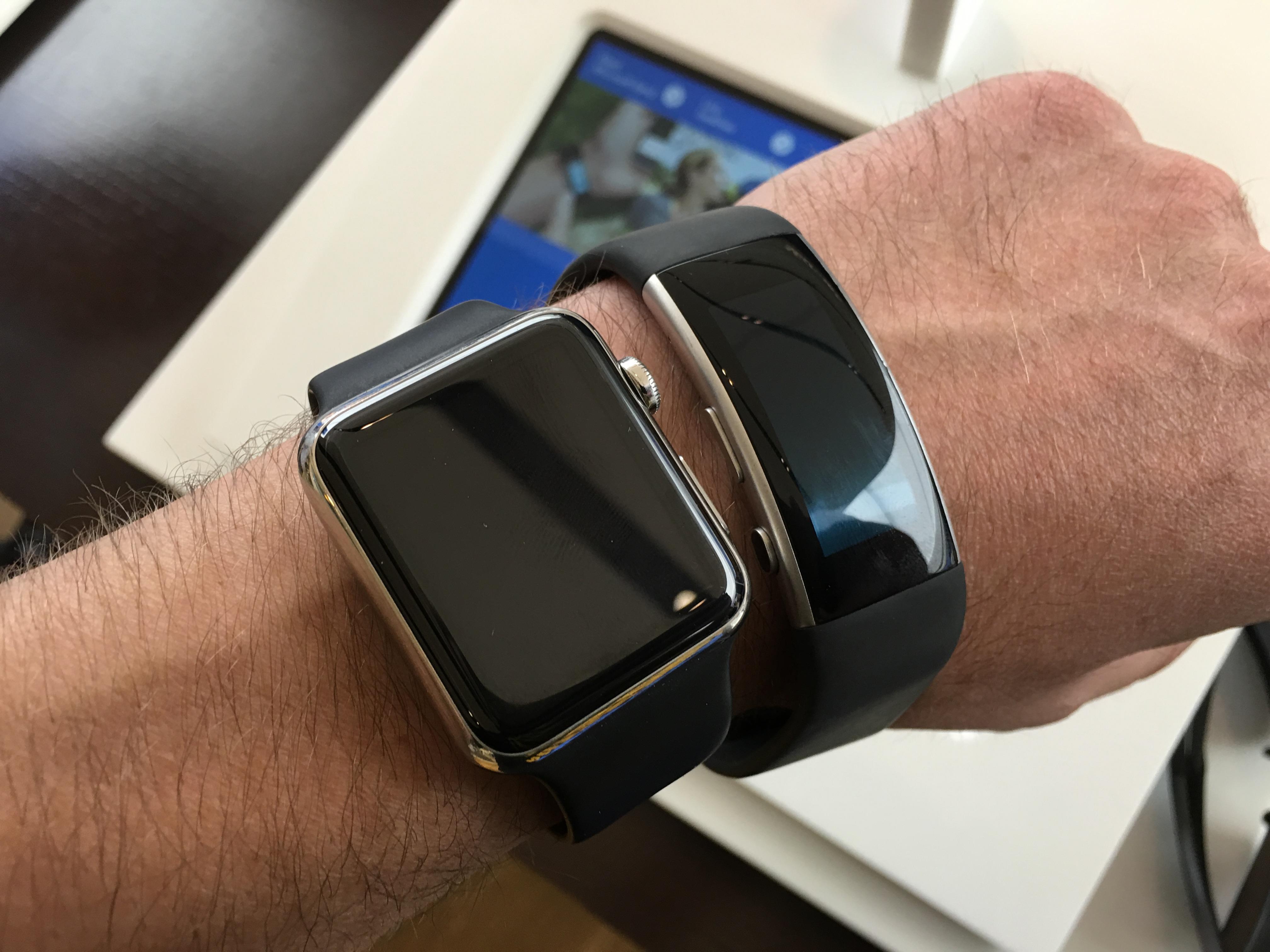 To helt forskjellige tilnærminger: Apple Watch er en klokke, mens Band 2 i hovedsak er et treningsarmbånd.