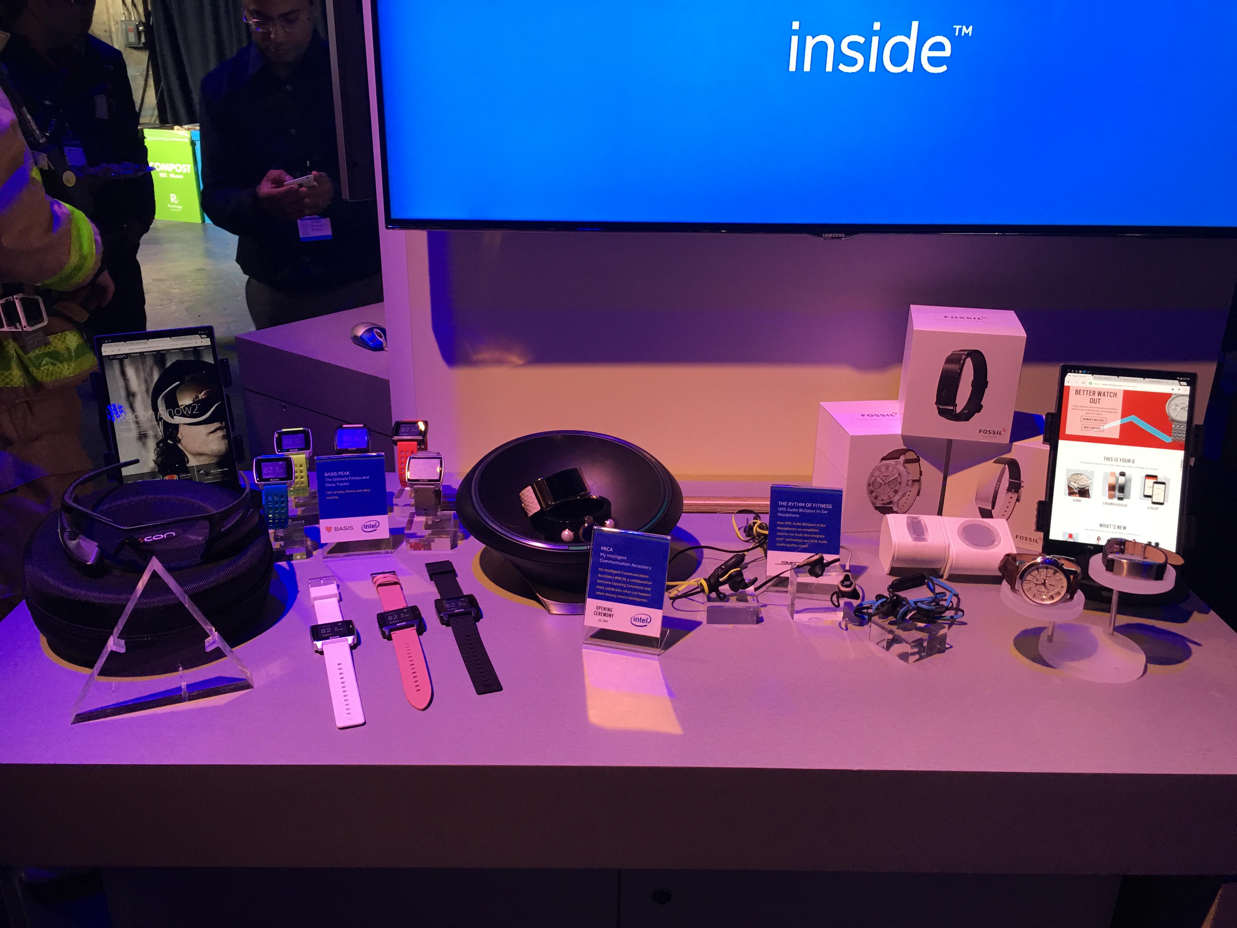Smart-armbånd og klokker - Intel leverer teknologi til en rekke mindre selskap de har kjøpt, og som prøver seg i wearables-bransjen.