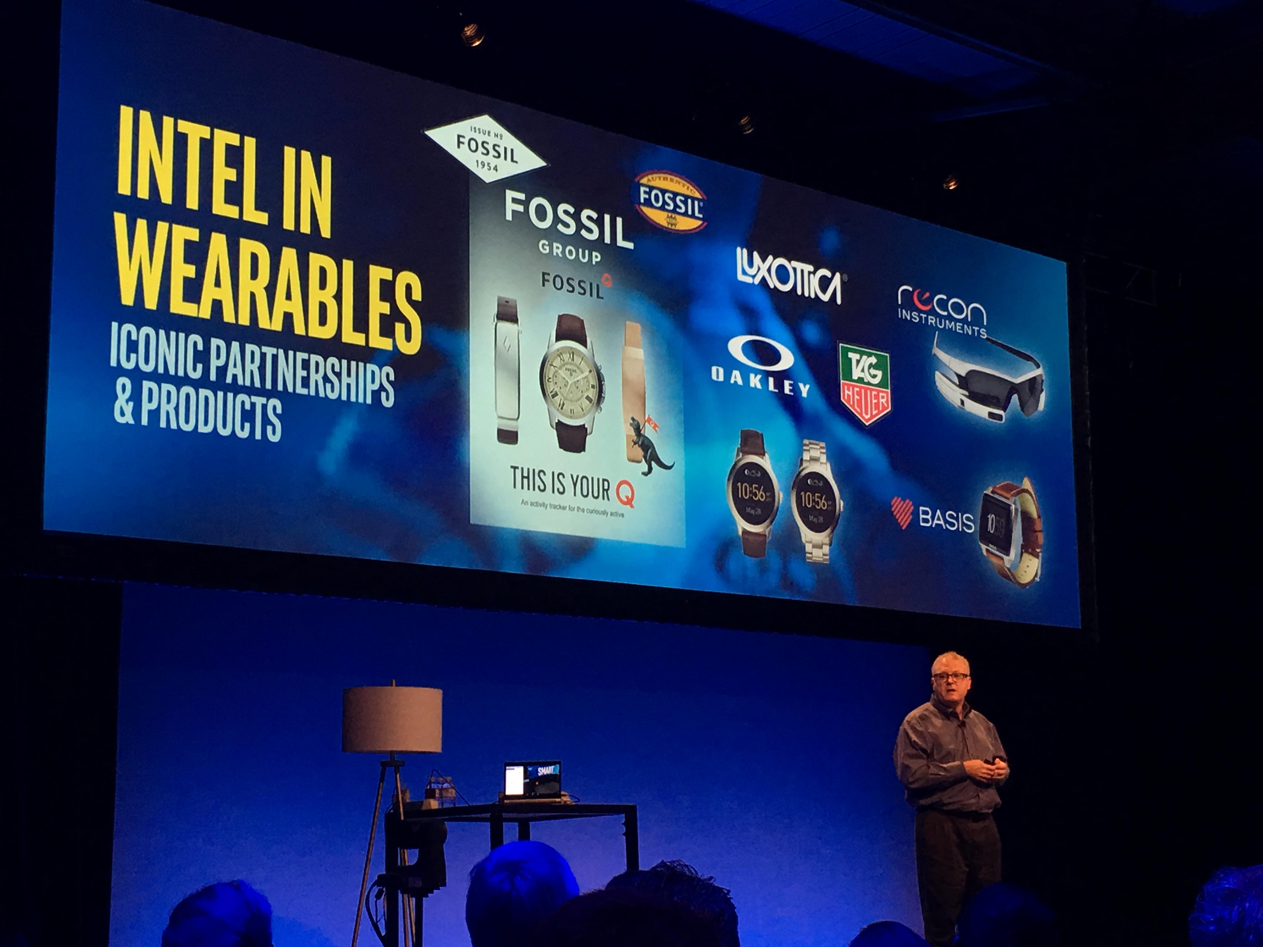 Intel leverer brikker til en rekke dingser, inkludert smartklokker. Du husker kanskje at Tag-Heuer har annonsert at de kommer med en smartklokke. Den bruker Intels brikker, og skal vises tidlig neste uke.