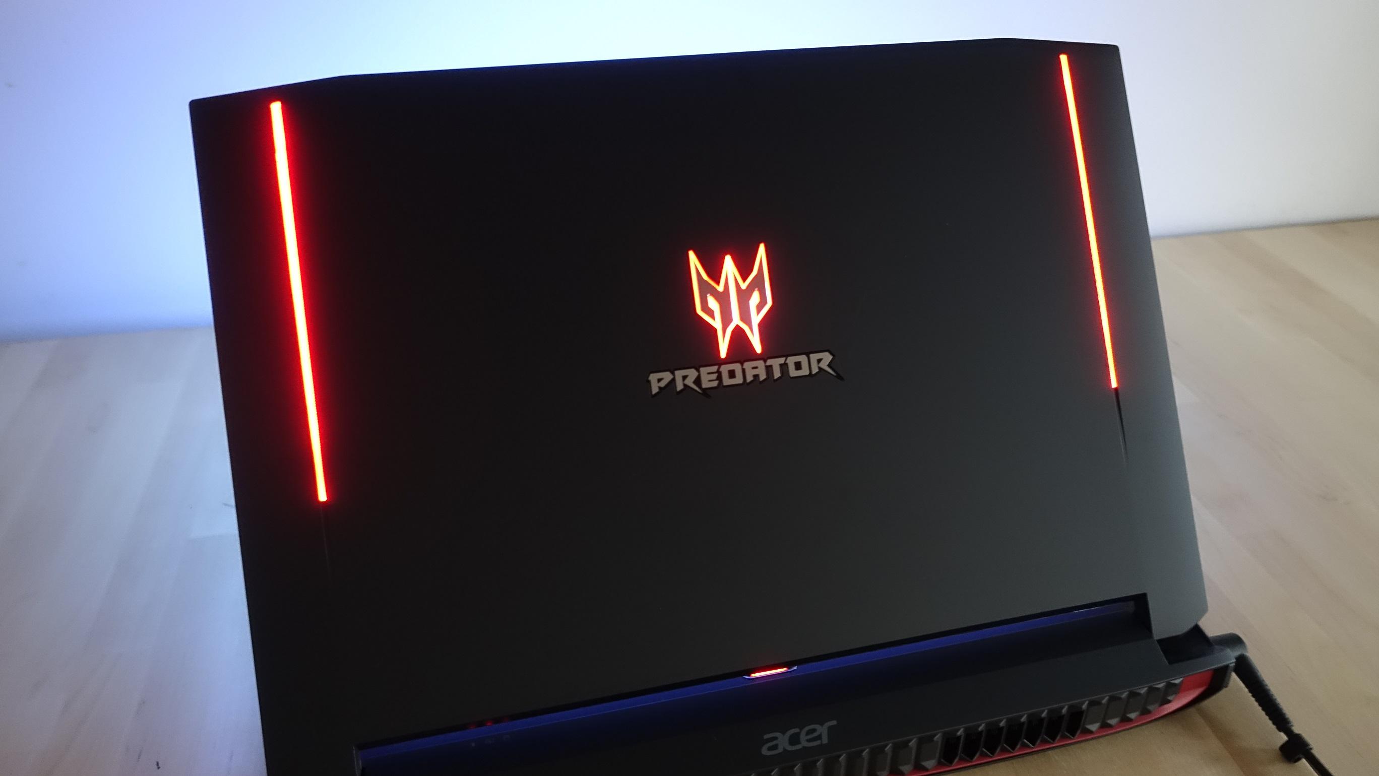 Predator-logoen i en nydelig rødfarge.