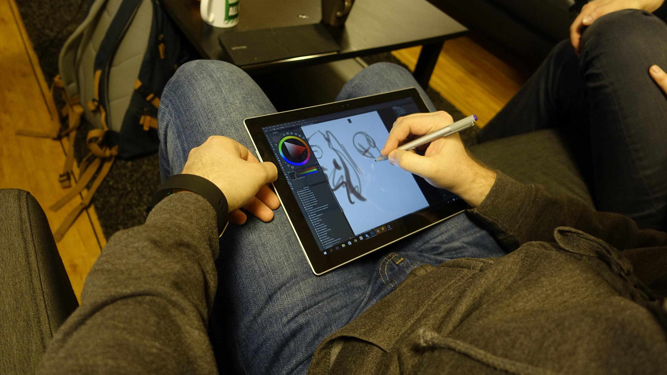 Vi rakk en aldri så liten uoffisiell test av Surface Pro 3 og Surface pen også.