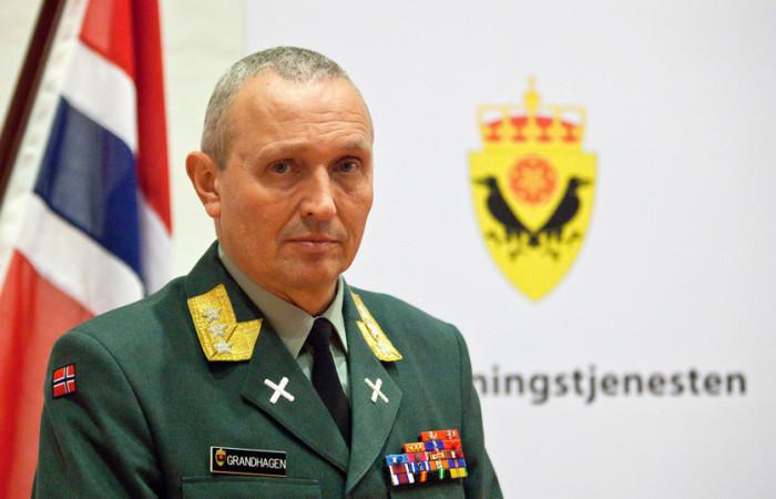 Kjell Grandhagen, etterretningssjef, ønsker en debatt om hva som skal overvåkes i Norge for lettere å kunne fakke terrorister og andre kriminelle.