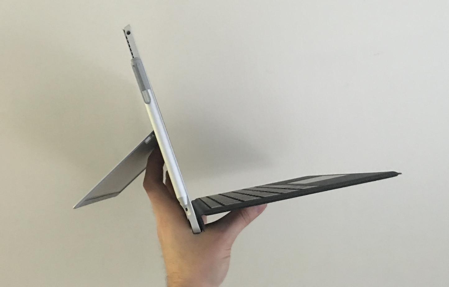 I motsetning til iPad Pro med Logitech Create er vi ikke redde for å ta med oss denne på tur.