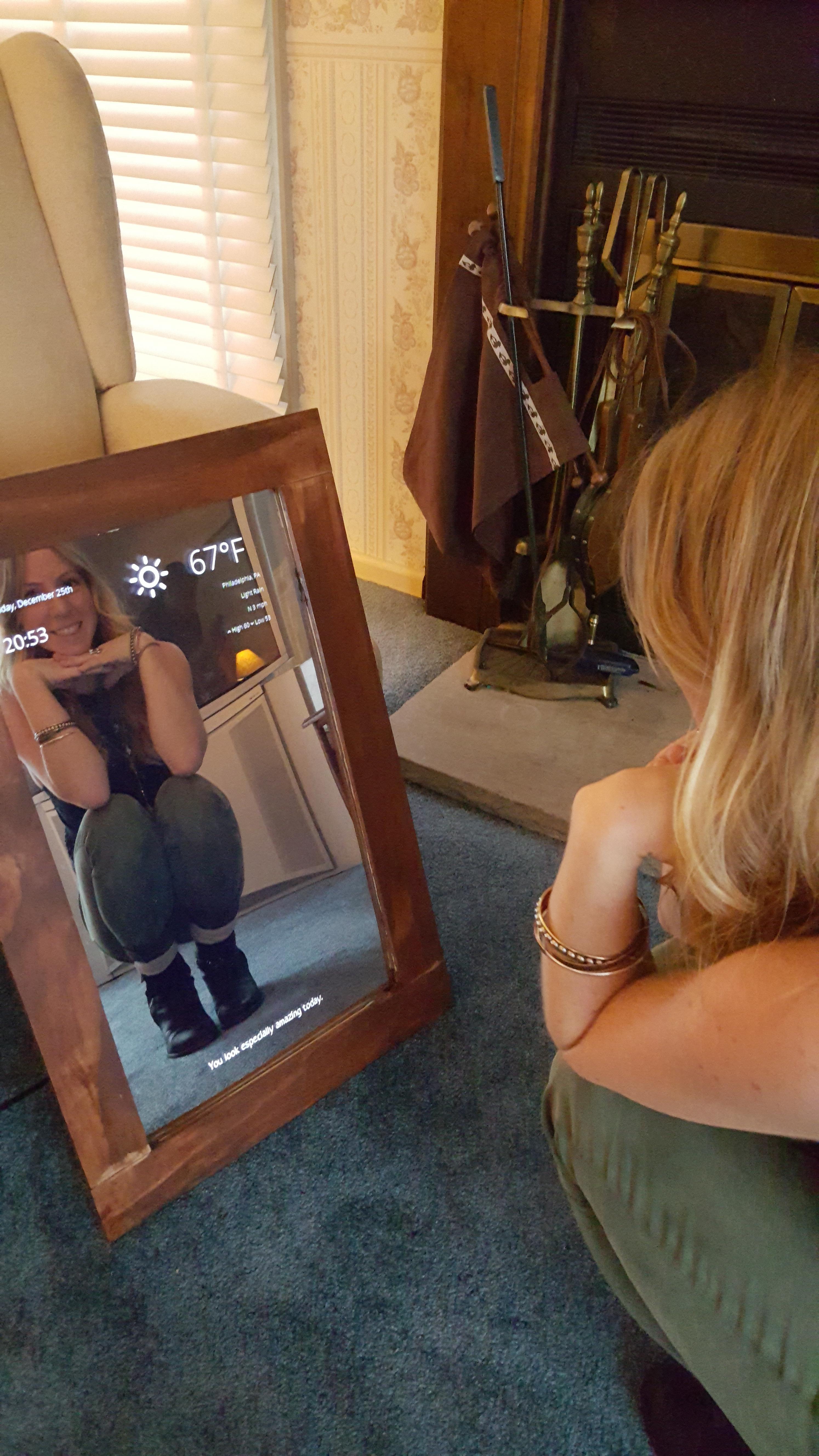 En fornøyd eier sjekker speilet.
