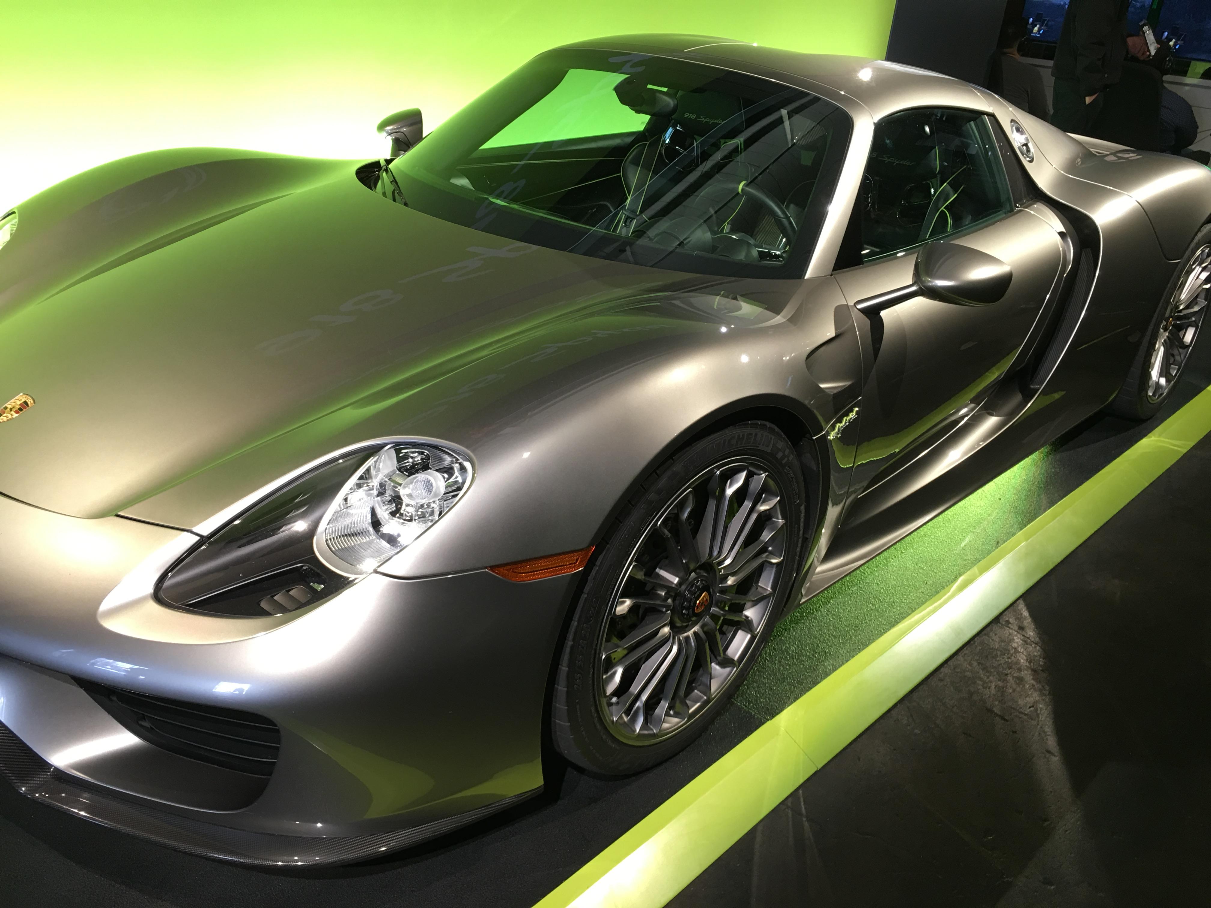 En fet Porsche måtte til for å feire den nye Porsche-utvidelsen til Forza 6.