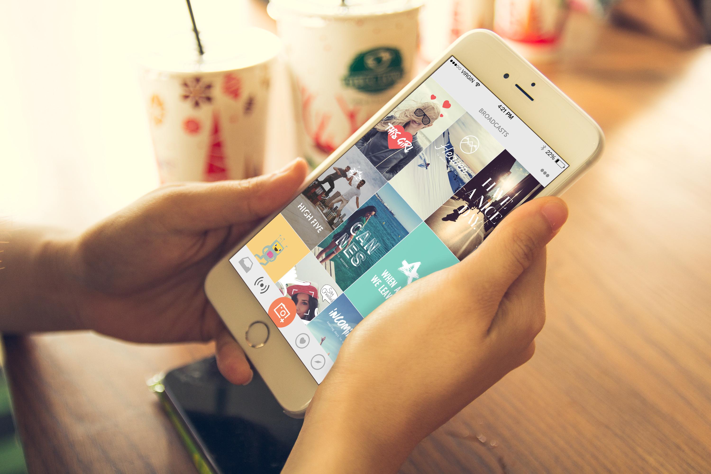 Deemee har et langt mer moderne design enn hva Snapchat kan skilte med.