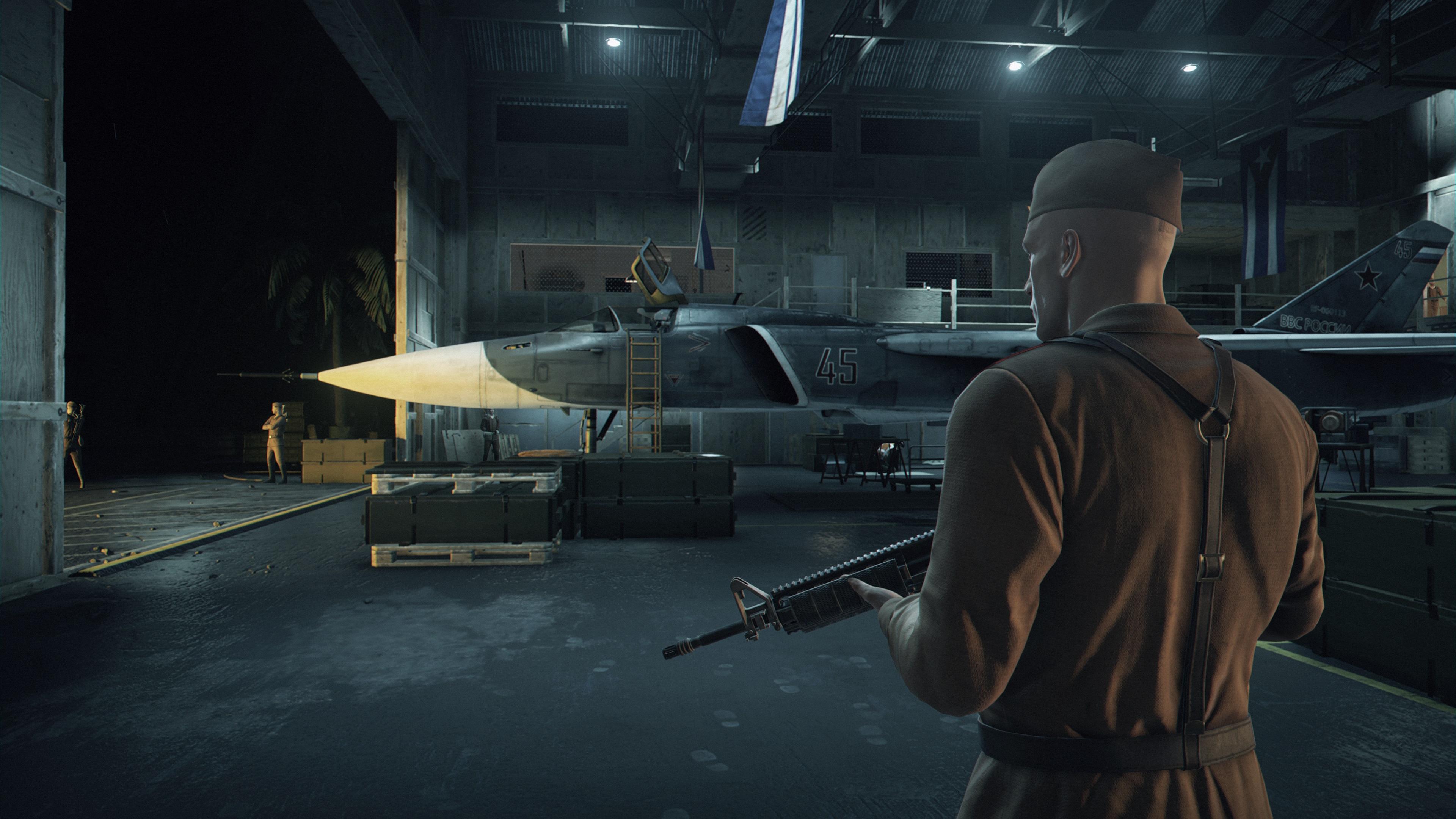 Agent 47 inntar flere forkledninger for å lykkes.