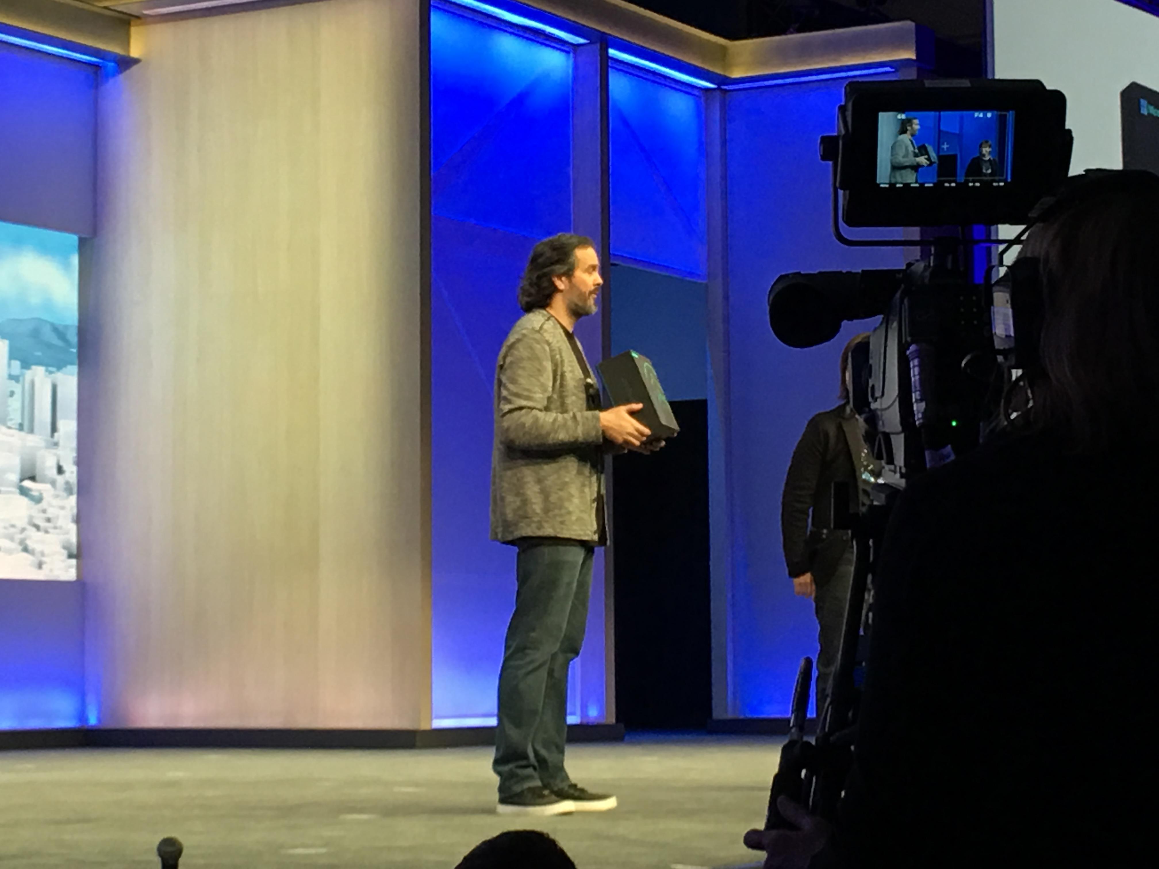 HoloLens er endelig klar for utviklere.