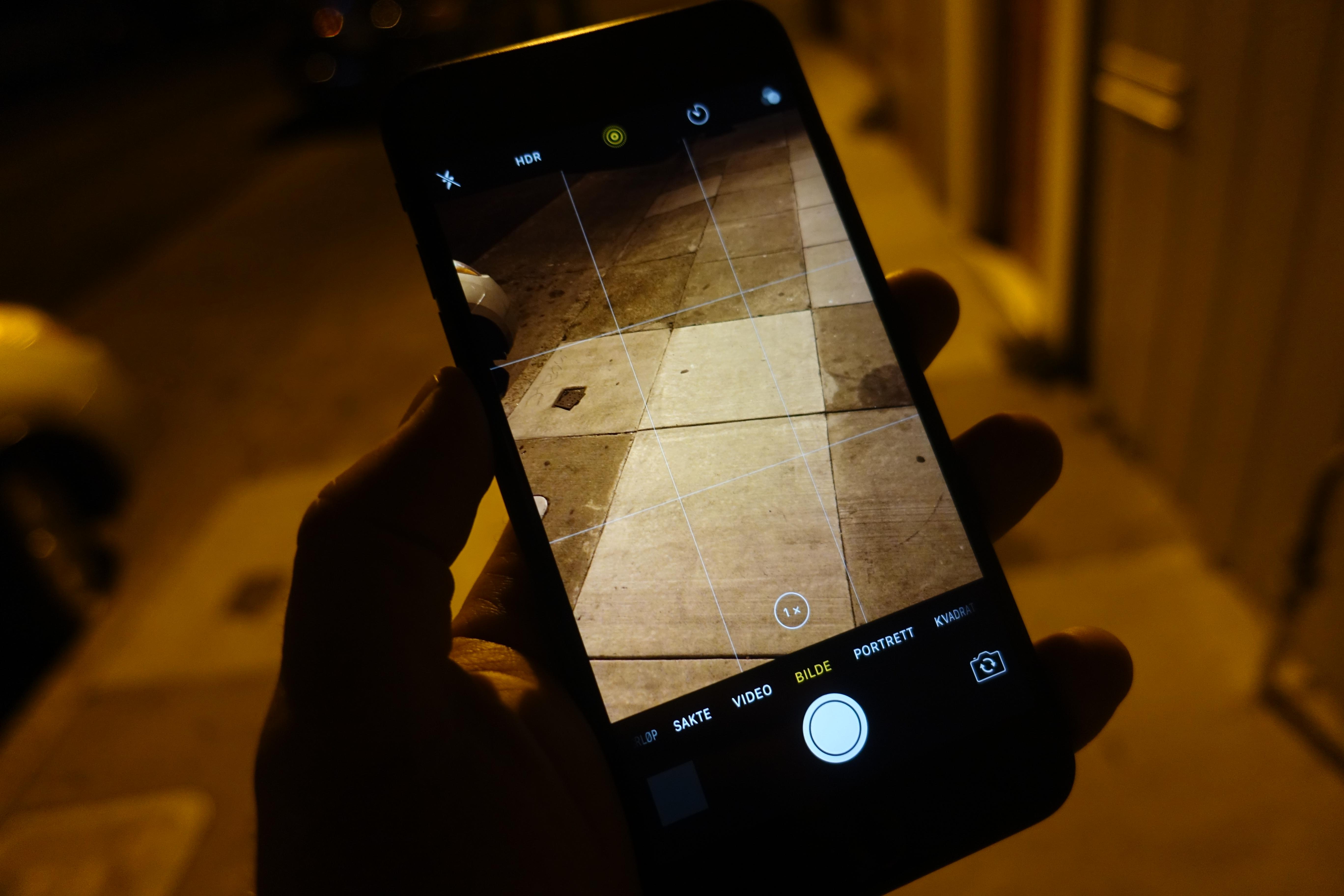 iPhone 7 Plus sliter som andre mobilkameraer når det er mørkt, men portrett-funksjonen er fin. Bildet er tatt med Sony RX100 IV.
