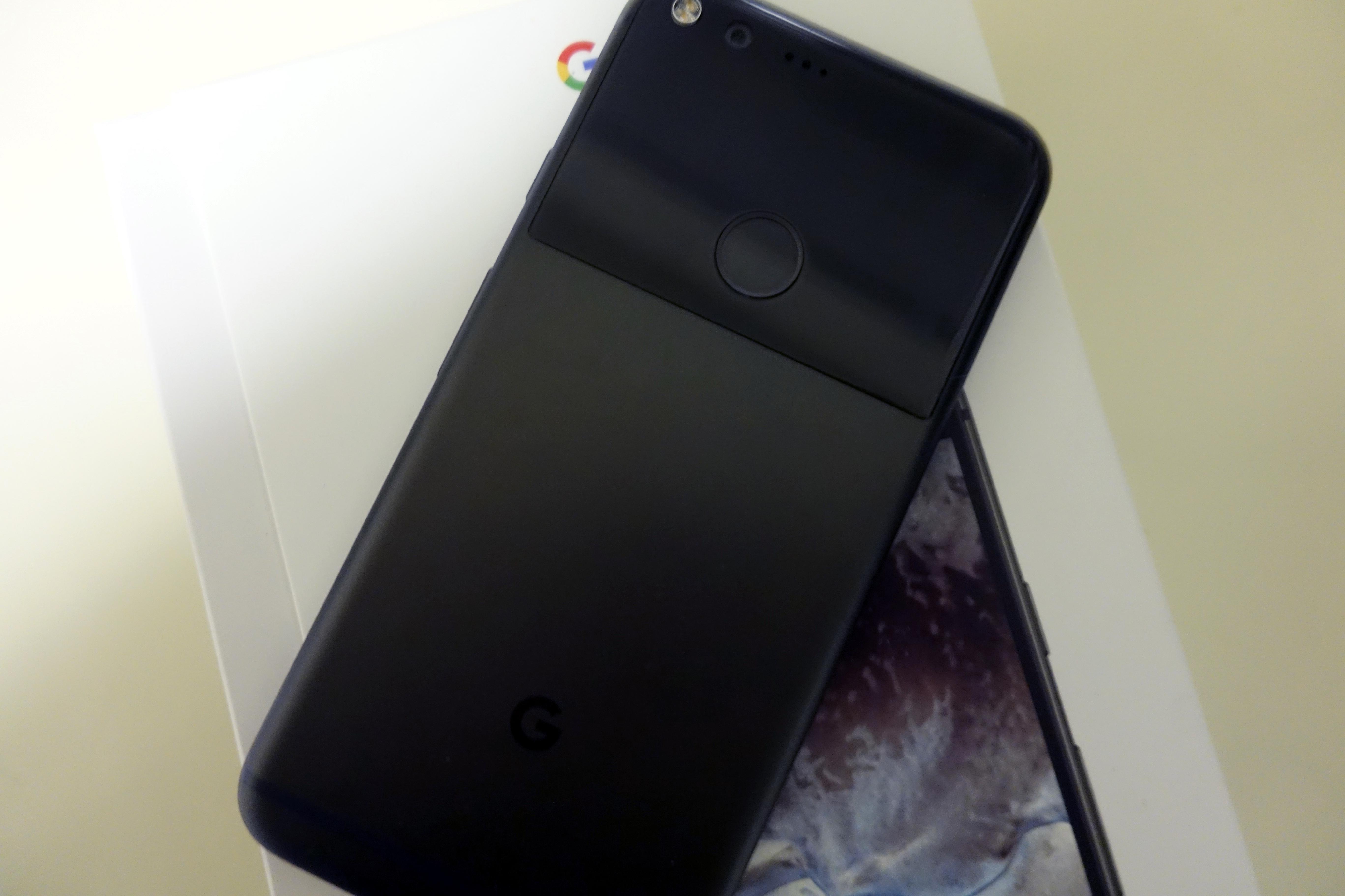 Den får ingen design-priser, men er det viktig for deg å ha en mobil som er lettere enn iPhone 7 Plus, vinner Googles nye.