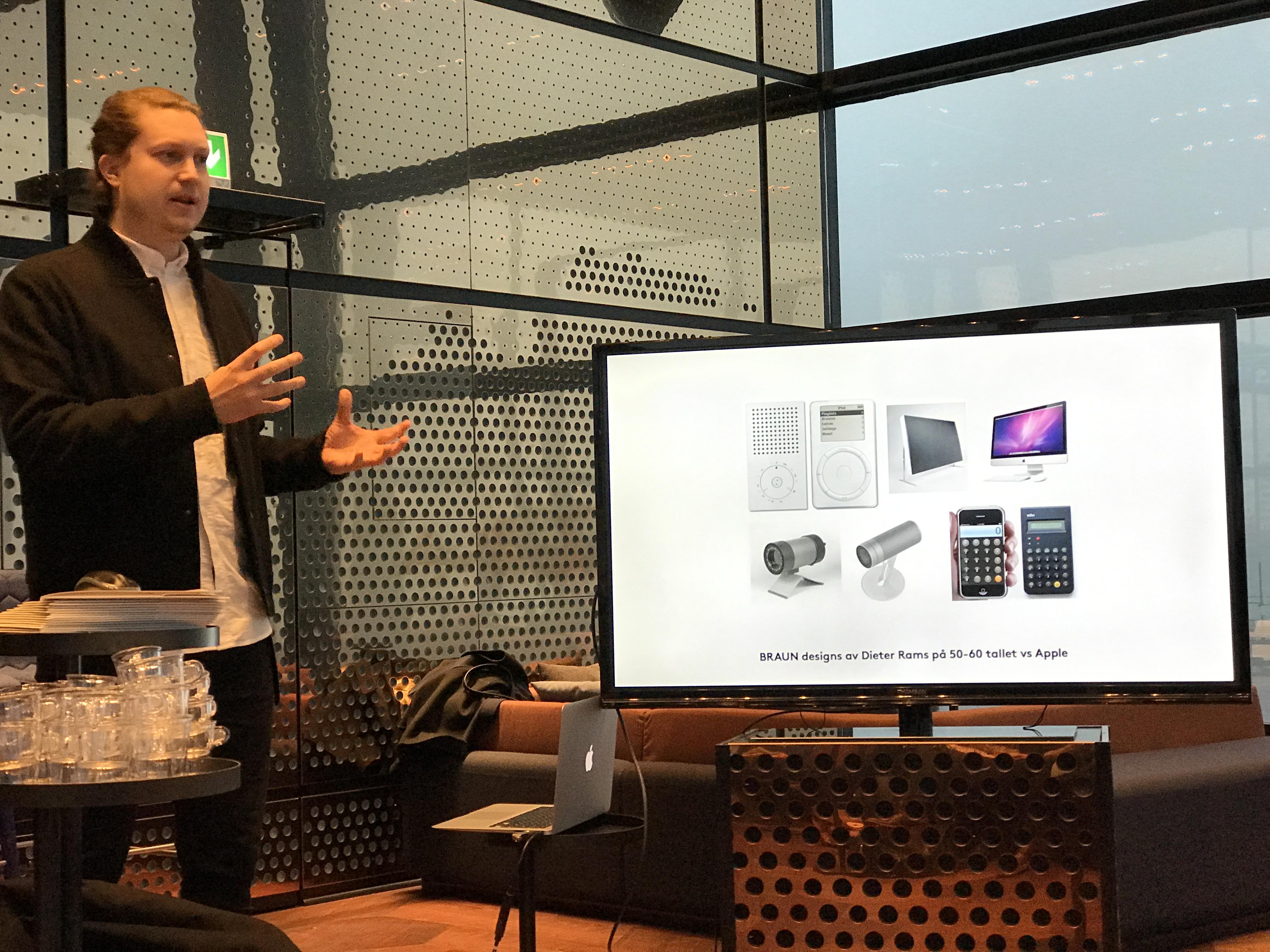 Den anerkjente designeren som har undervist på en prestisjefylt design-universitet i New York viste hvordan blant annet Apple har blitt kraftig inspirert av Dieter Rahms sine ikoniske design fra 60-tallet for Braun, men ga dem også tyn for å ha designet en mus som må snus rundt for å kabellades.