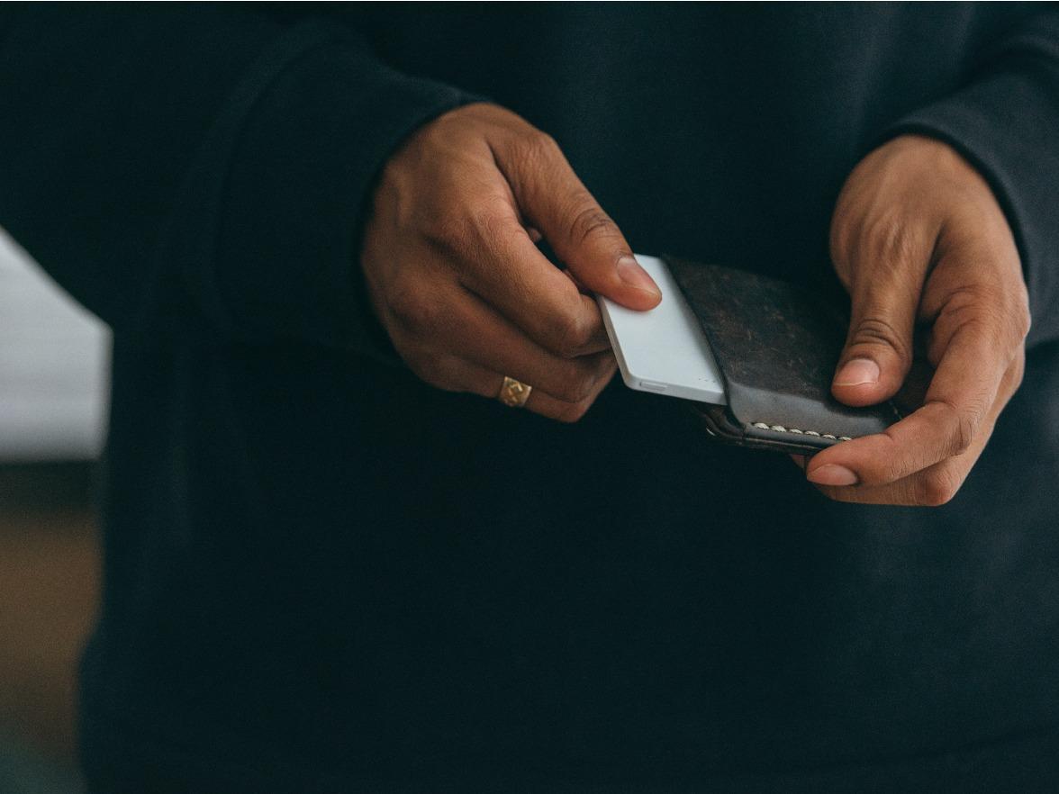 The Light Phone er på størrelse med et bankkort.