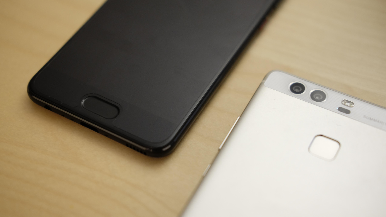 Fingersensoren er flyttet frem. P10 til høyre, P9 til venstre.