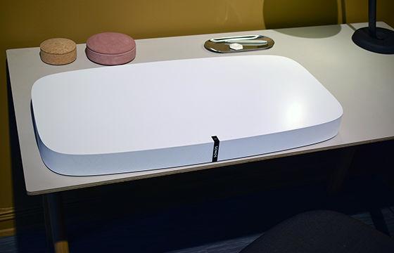 Sonos Playbase er designet for å passe diskret inn i de fleste stuer.