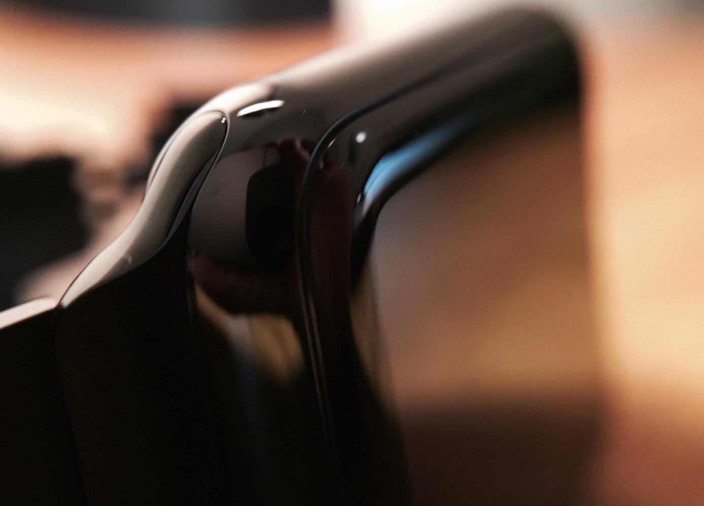 Stålet vil bli svart og blankt, slik som Apple Watch.