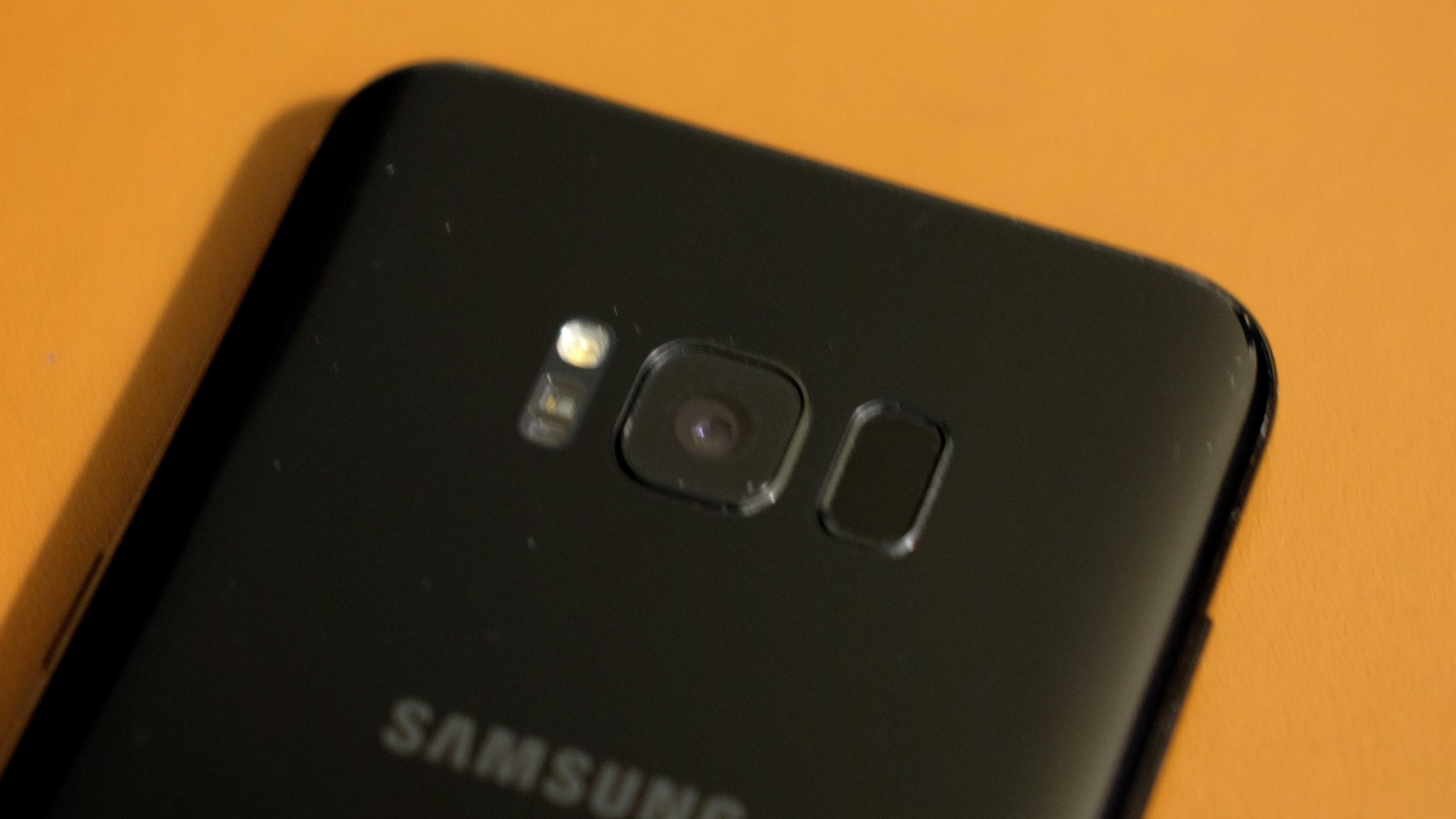 Vi er ikke spesielt begeistret over Samsungs fingersensor.