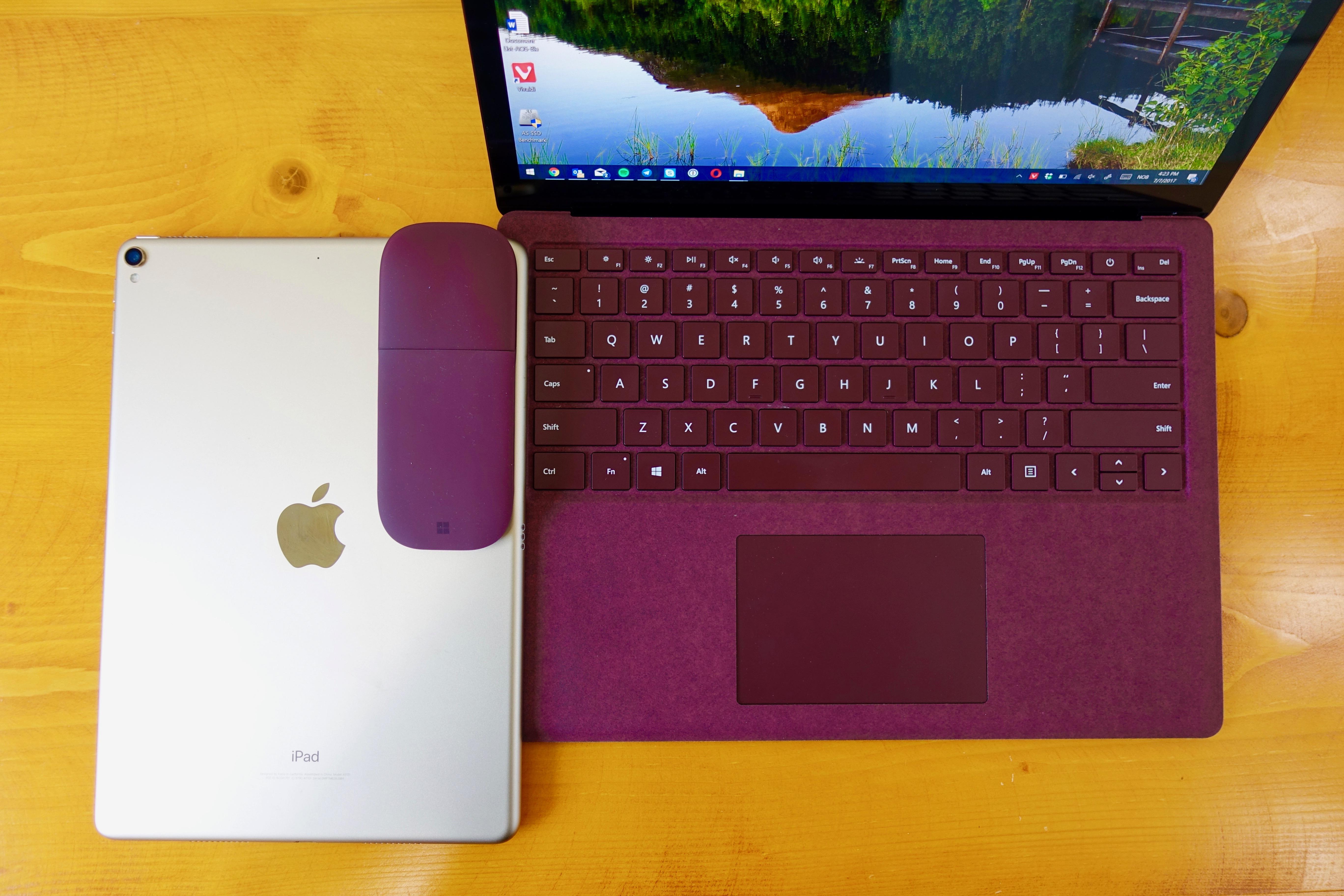 Surface Laptop er en tradisjonell laptop - iPad Pro 10,5 er en tradisjonell iPad.
