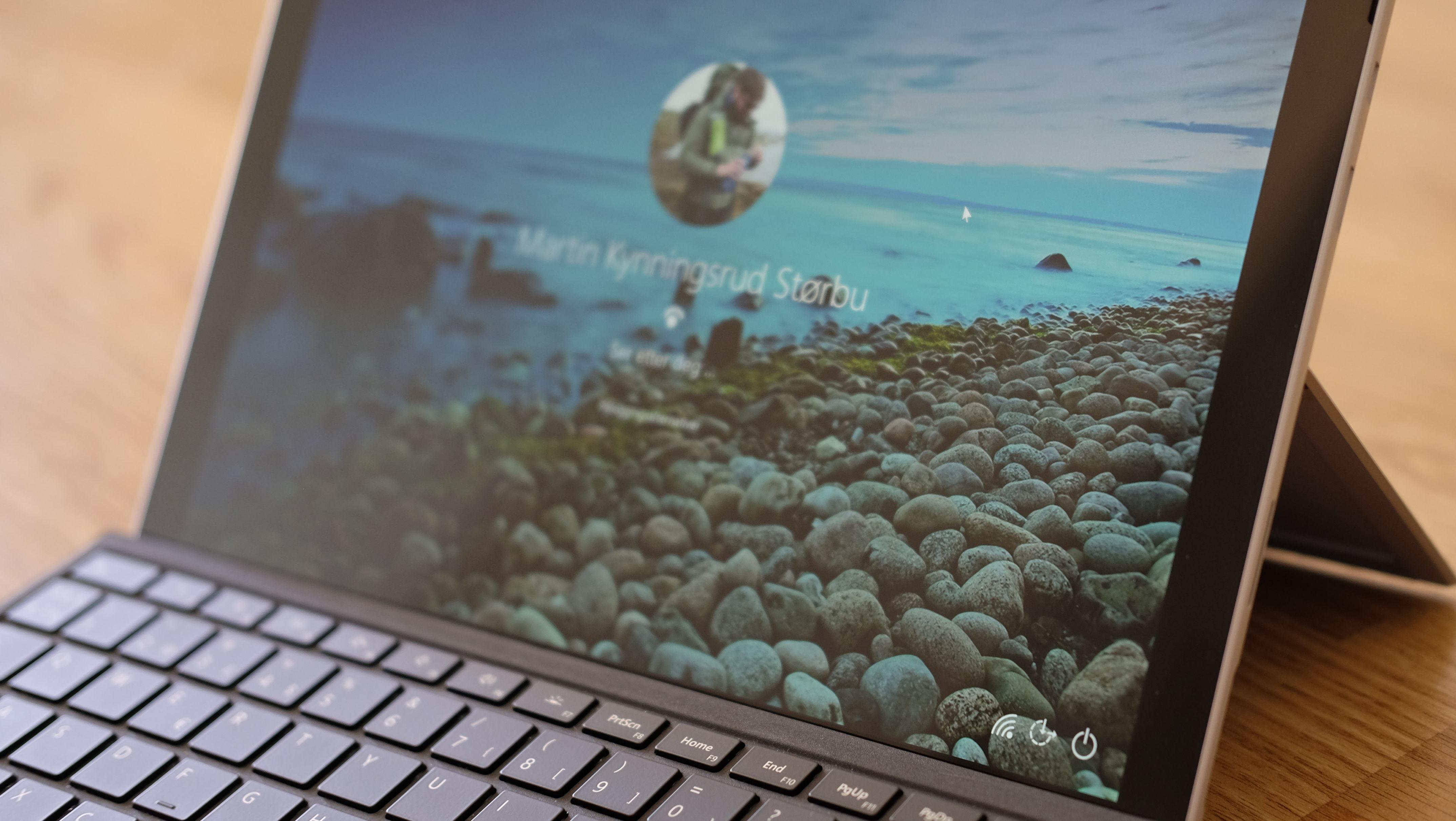 TEST: Surface Pro er kongen av hybrid PC ene ITavisen