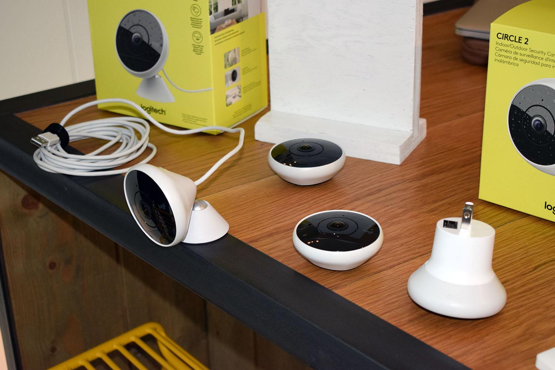 Circle 2 kommer med kabel, med batteri, og i en versjon som kan plugger rett i strømstikket.