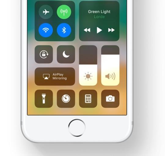 Kontrollsenteret til iPhone er kjapt og enkelt og du kan endre det som du vil.