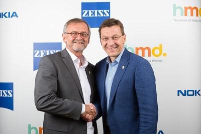 Pekka Rantala i HMD og Winfried Scherle i ZEISS i forbindelse med den spennende annonseringen.