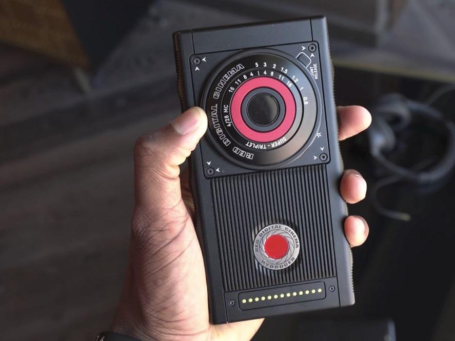 RED ønsker å selge kameratilbehør.