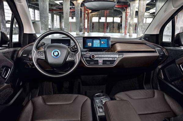 Slik er interiøret i BMW i3s.