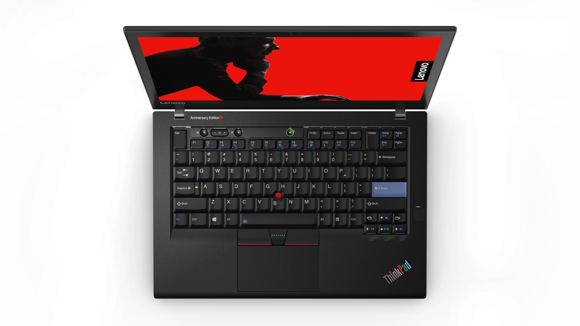 Maskinen har et klassisk design som utfylles av tastaturet og navigasjonsknotten mange nok husker fra 90-tallet.