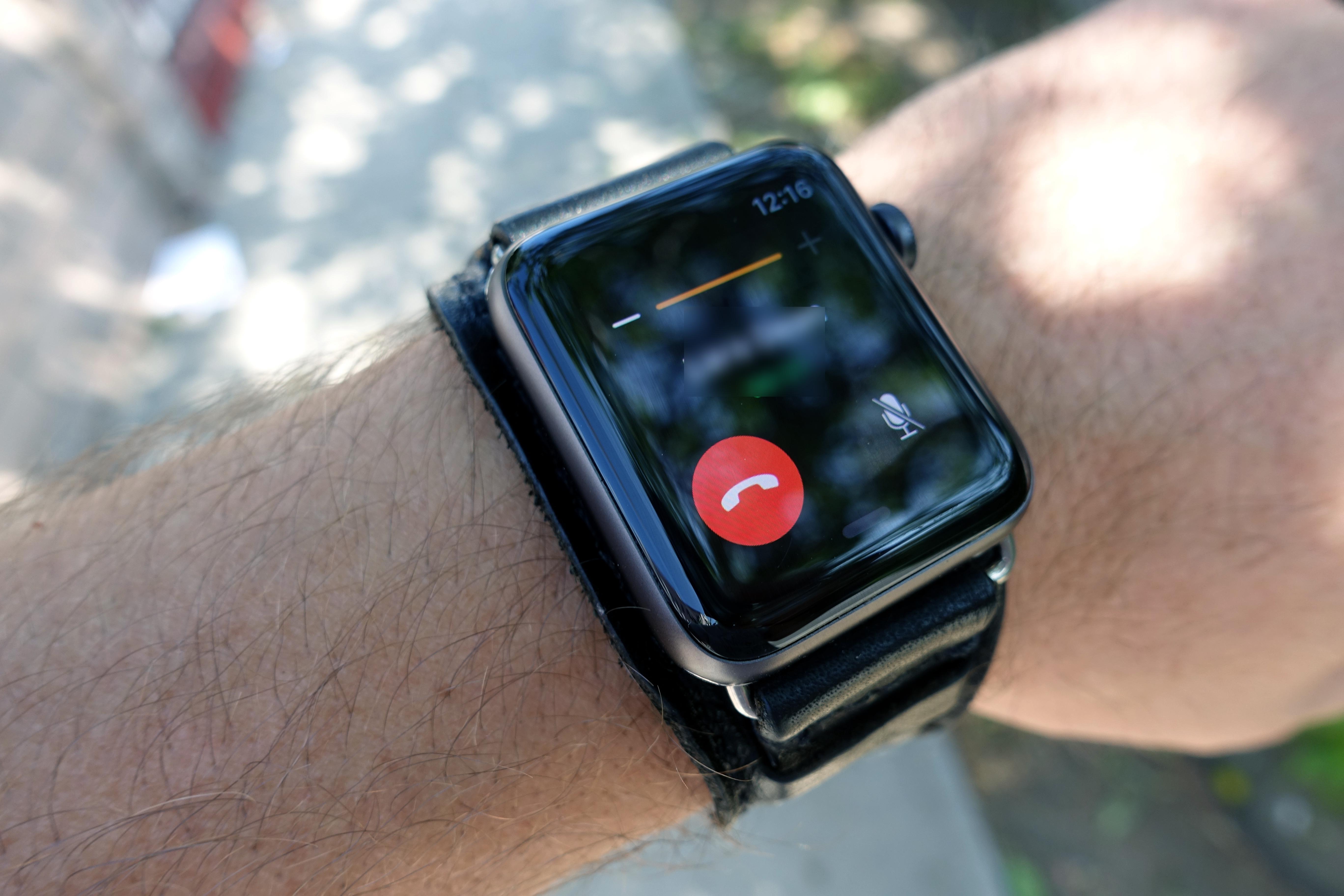 Å ringe med klokka når mobilen ikke er i nærheten fungerer klokkefint!