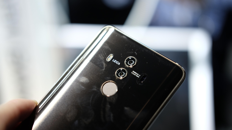 Mate 10 Pro med fingersensor under skjermen.