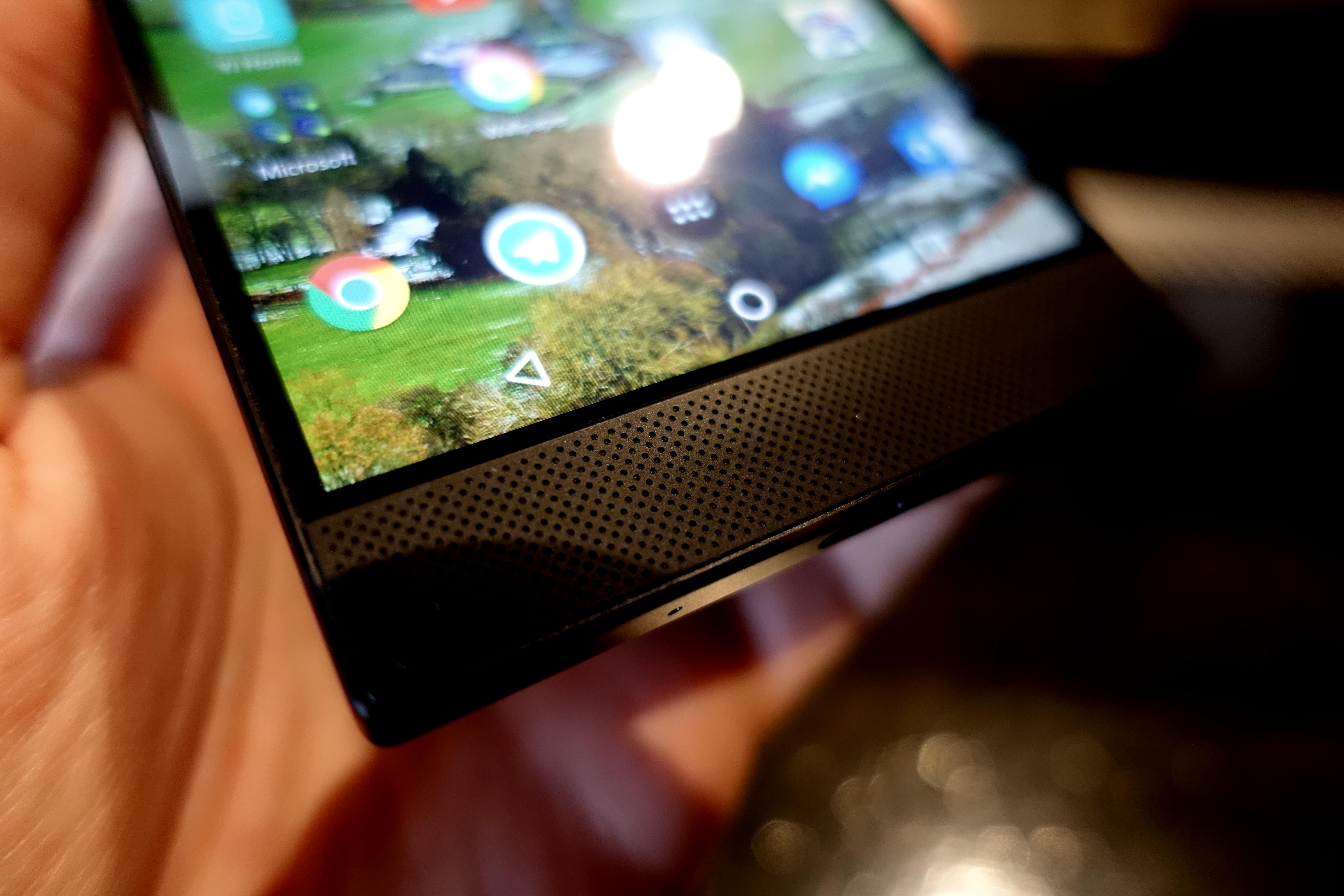 Det er mye ramme, men det er en grunn til det: Lydvolumet er langt høyere enn alle andre mobiler vi har testet.