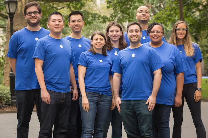 Disse folkene jobber ikke hos Apple, og har derfor ingen ekstra iPhone X til overs.