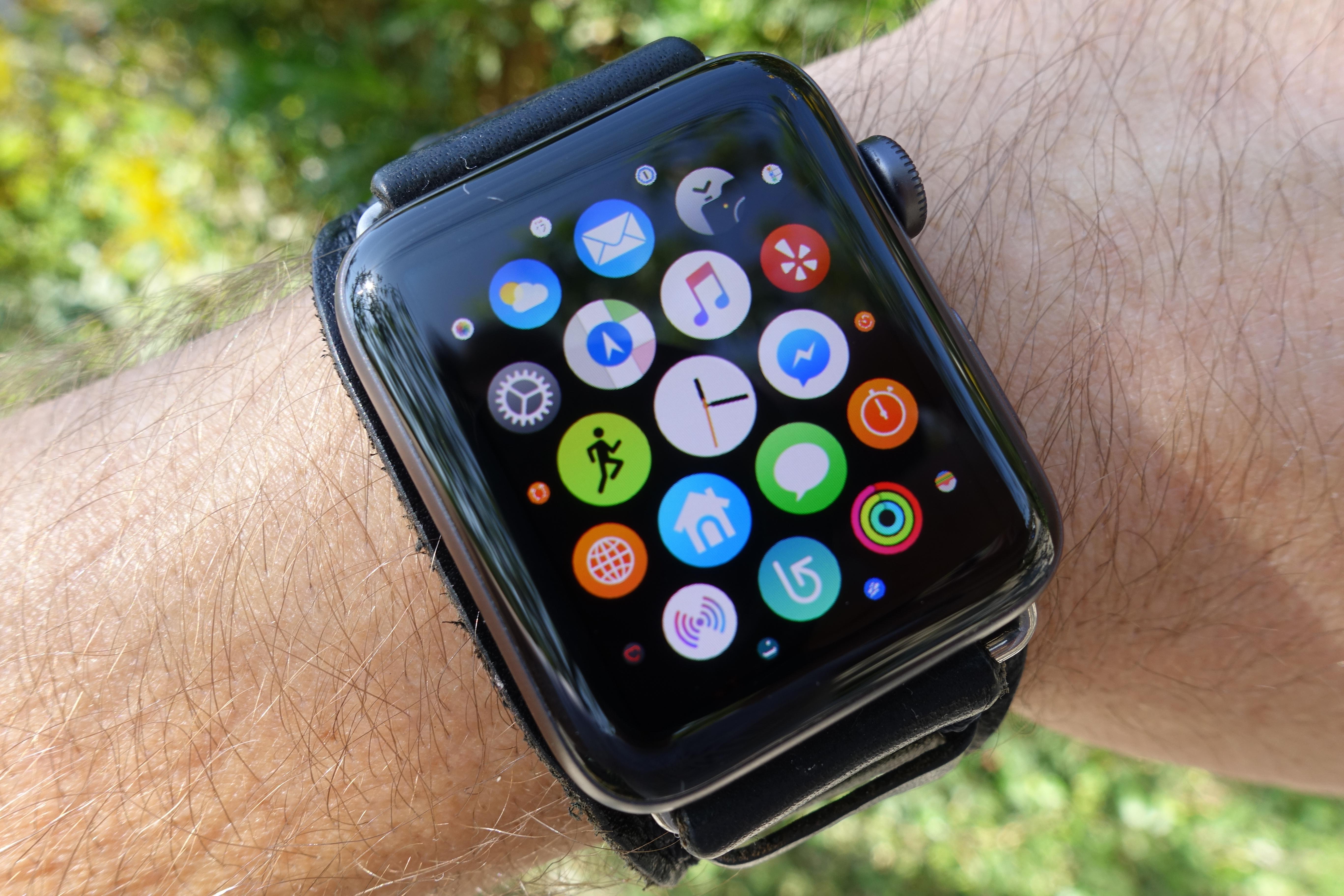 Vi er ikke så glad i hverken dette designet eller app-listen, men sett bortsett fra enkelt grensesnitt-plager er Series 3 vår favoritt innen smartklokker.