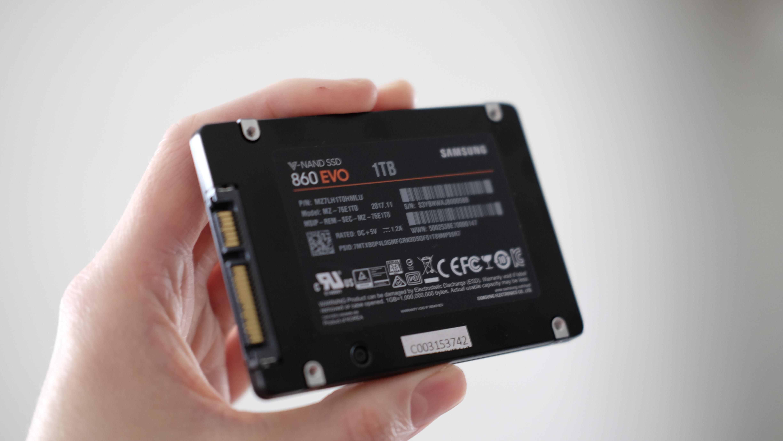 Her er nye Samsung 860 EVO på 1 TB.
