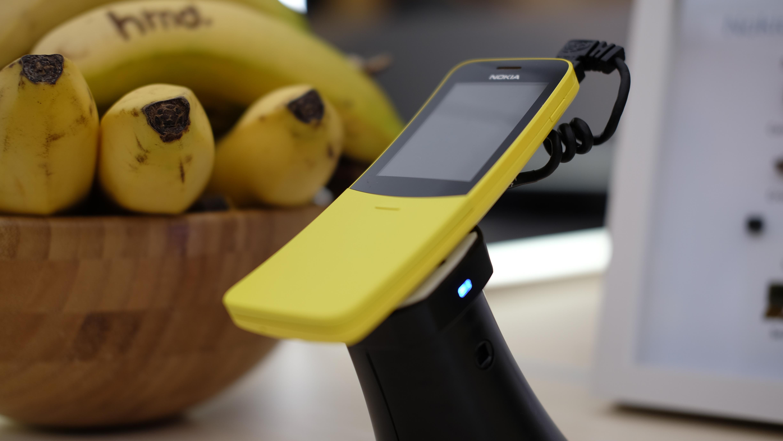 Nokia 8110 4G. Sammen med bananer for anledningen.