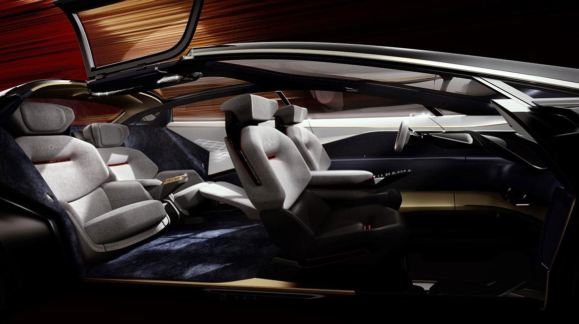 Interiøret består av materialer som karbonfiber, silke og kasjmir.
