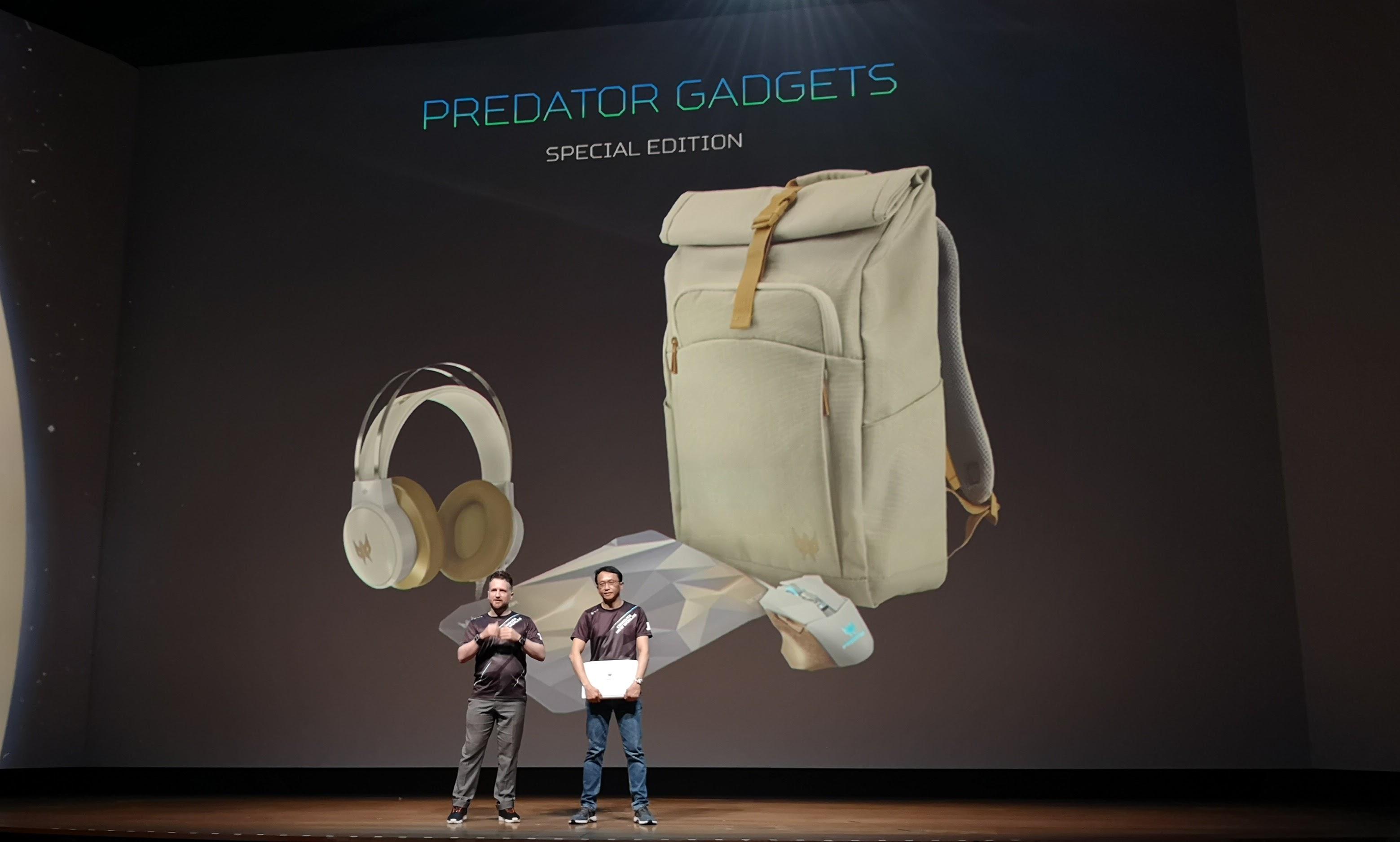 Acer kommer også med tilleggsutstyr i hvitfarge.