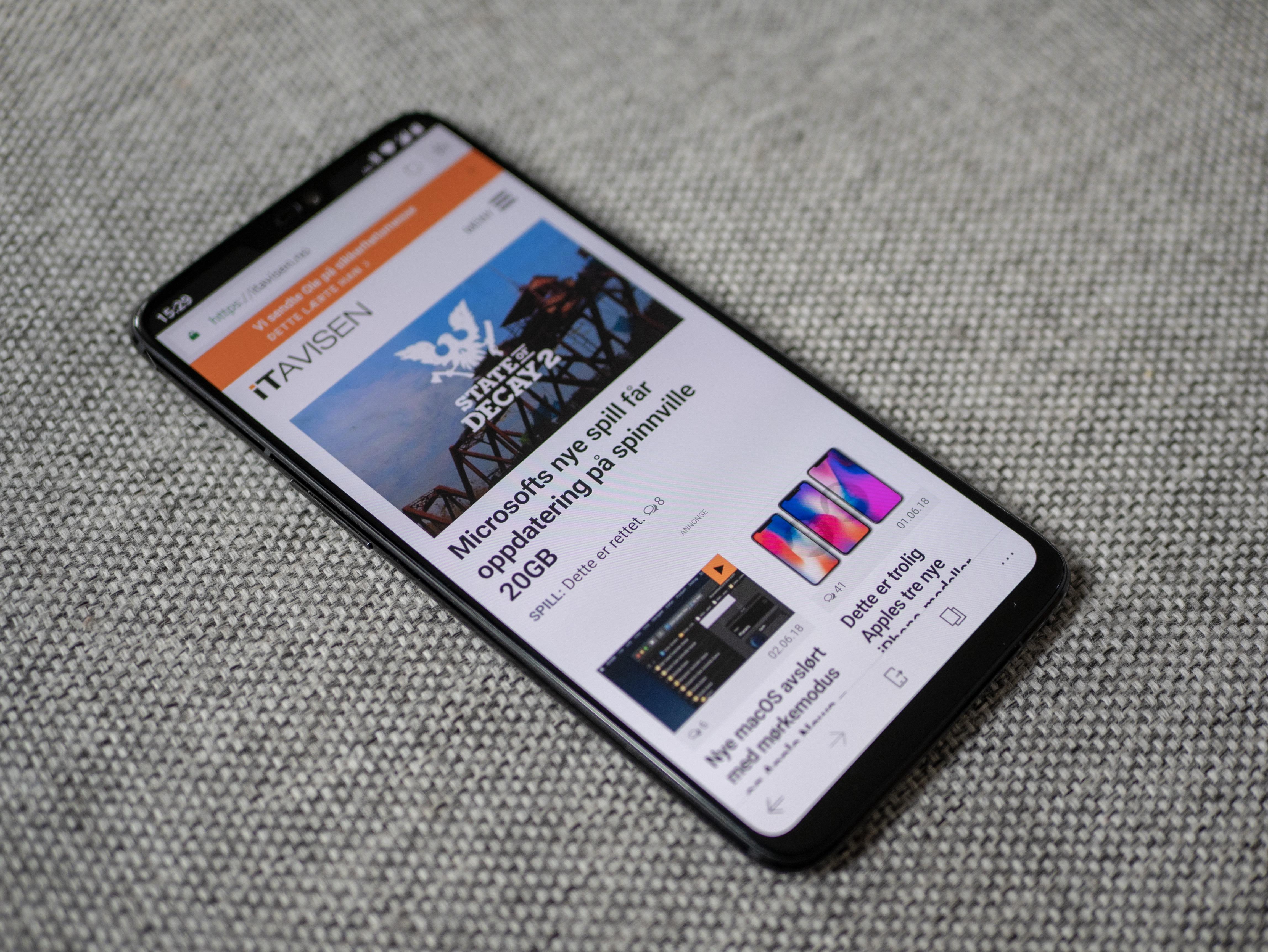 Du ser det ikke så godt her, men OnePLus 6 har også skjermleppe.