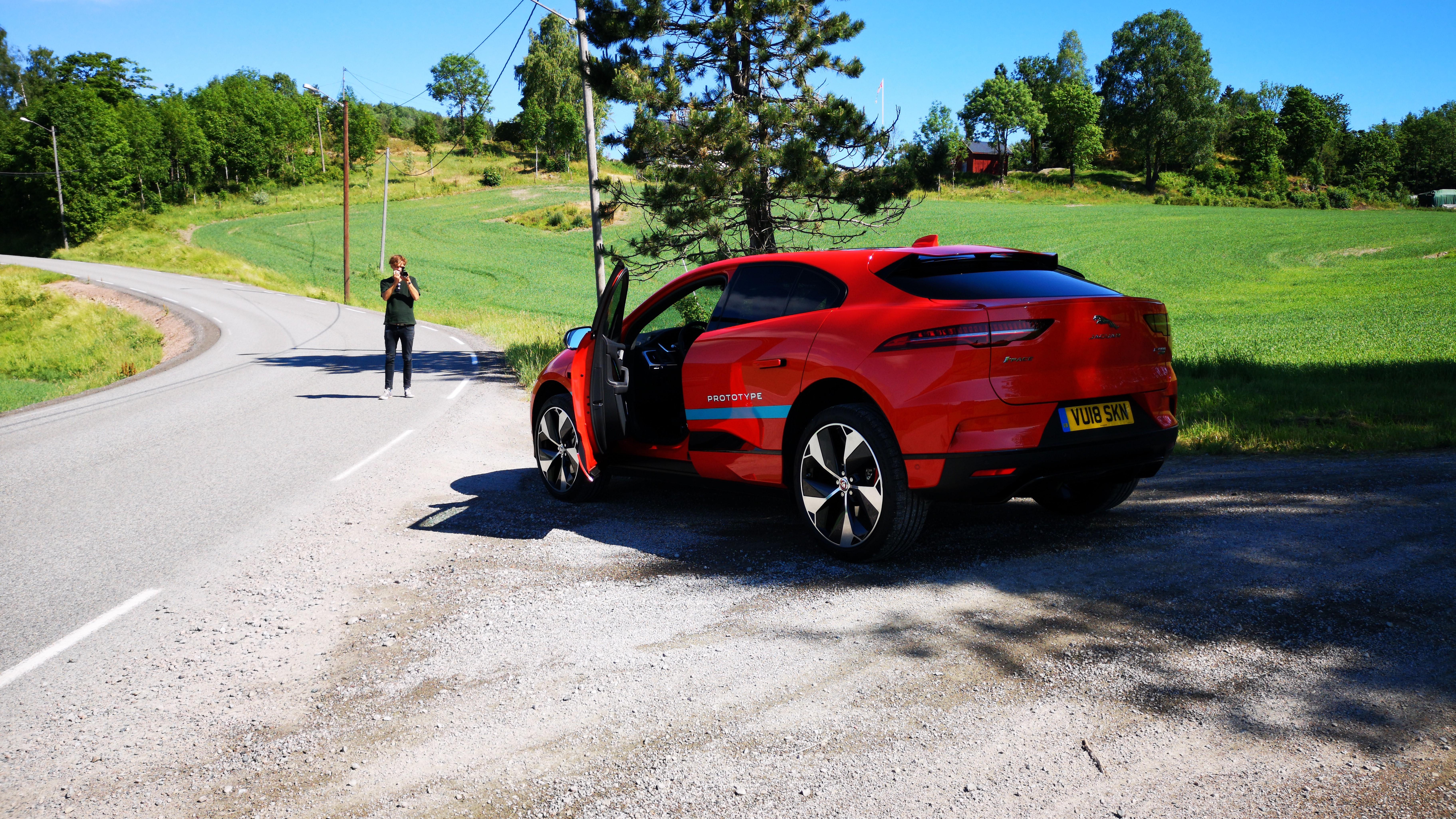 Jaguar I-Pace har et sportslig utseende. Vi liker det.