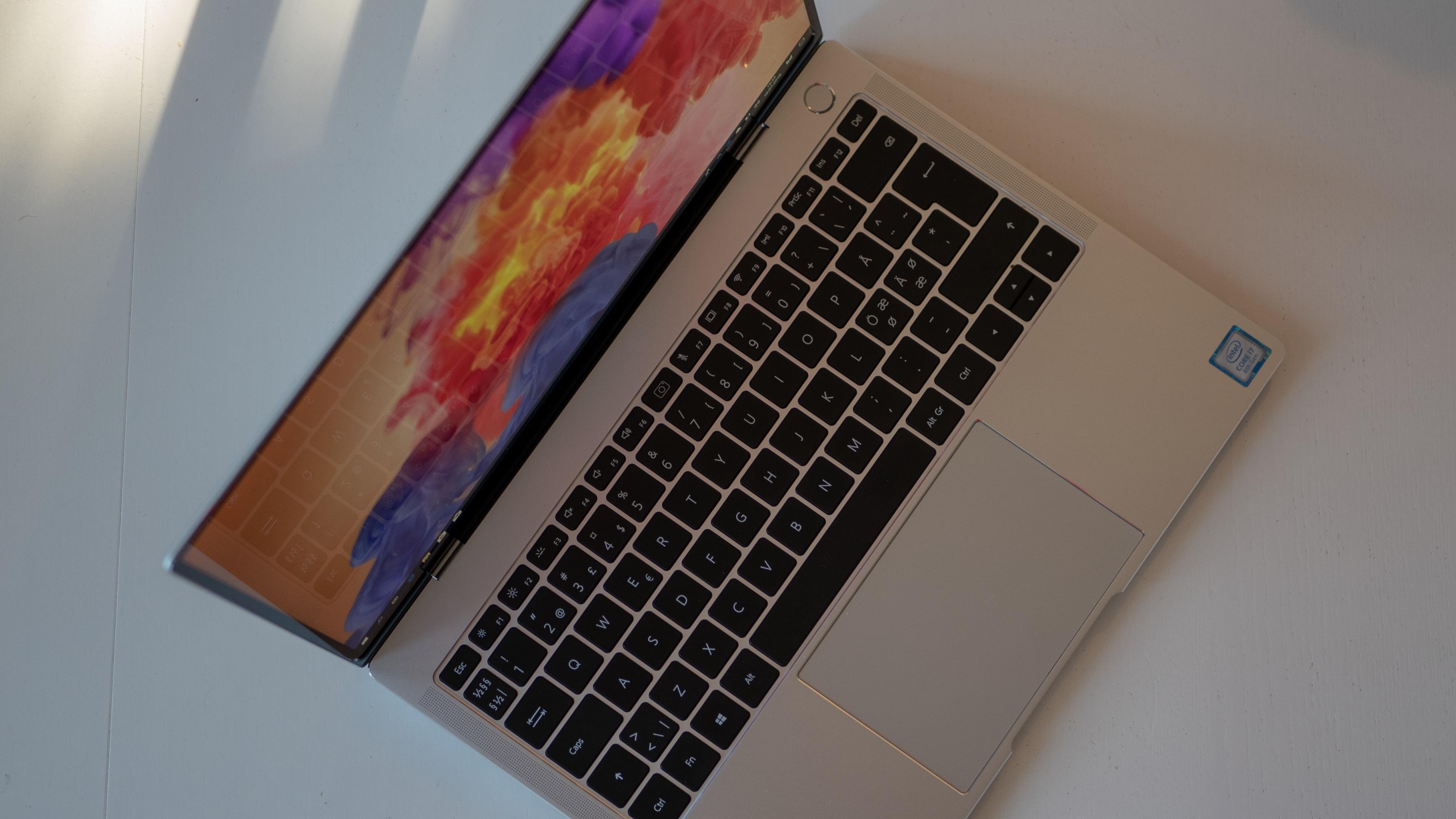 Designmessig har Matebook X Pro mange likheter med MacBook Pro.
