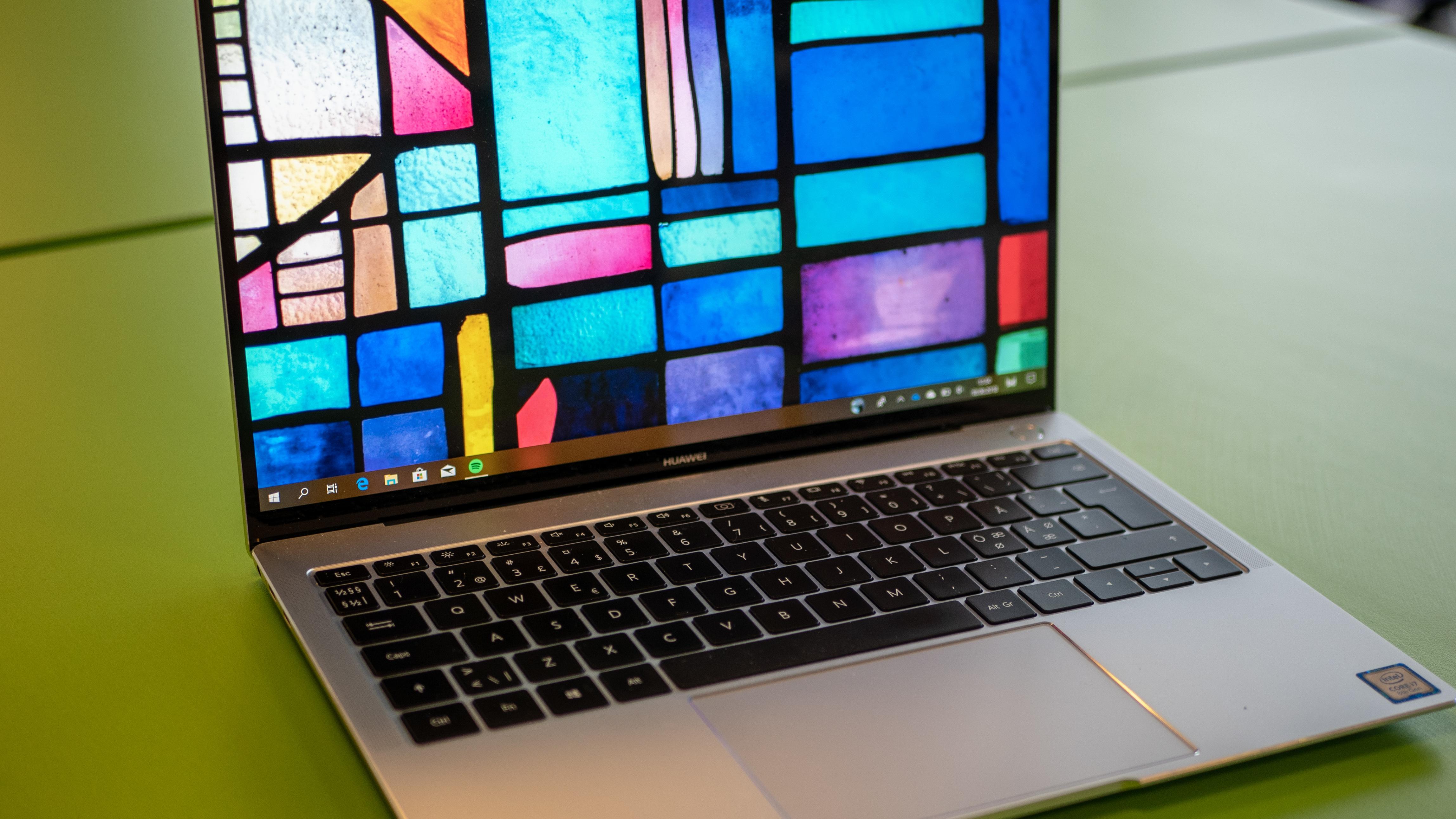 MateBook X Pro lader selv ved fem watt, vi er imponerte.