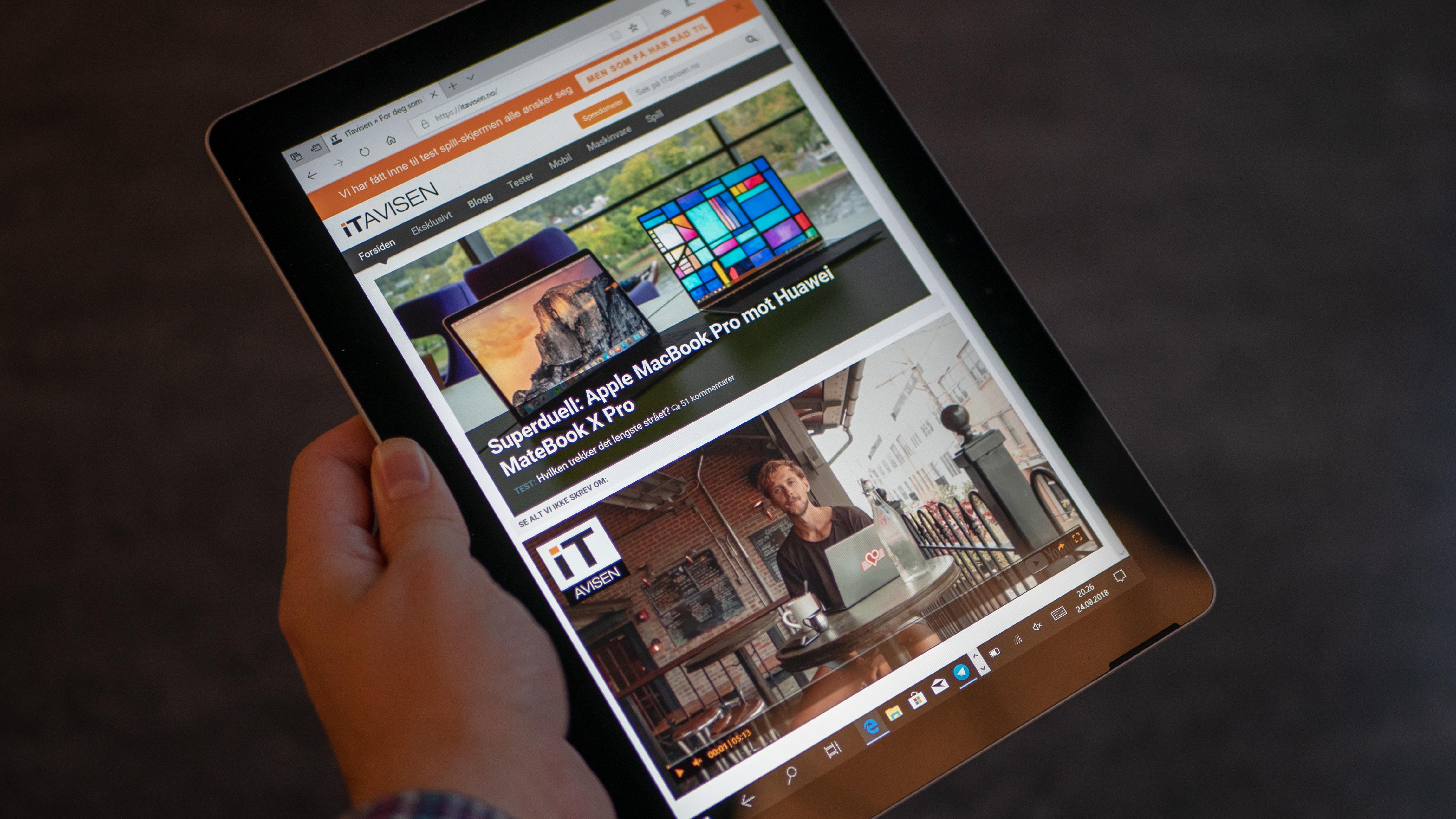 Surface Go i nettbrettmodus.