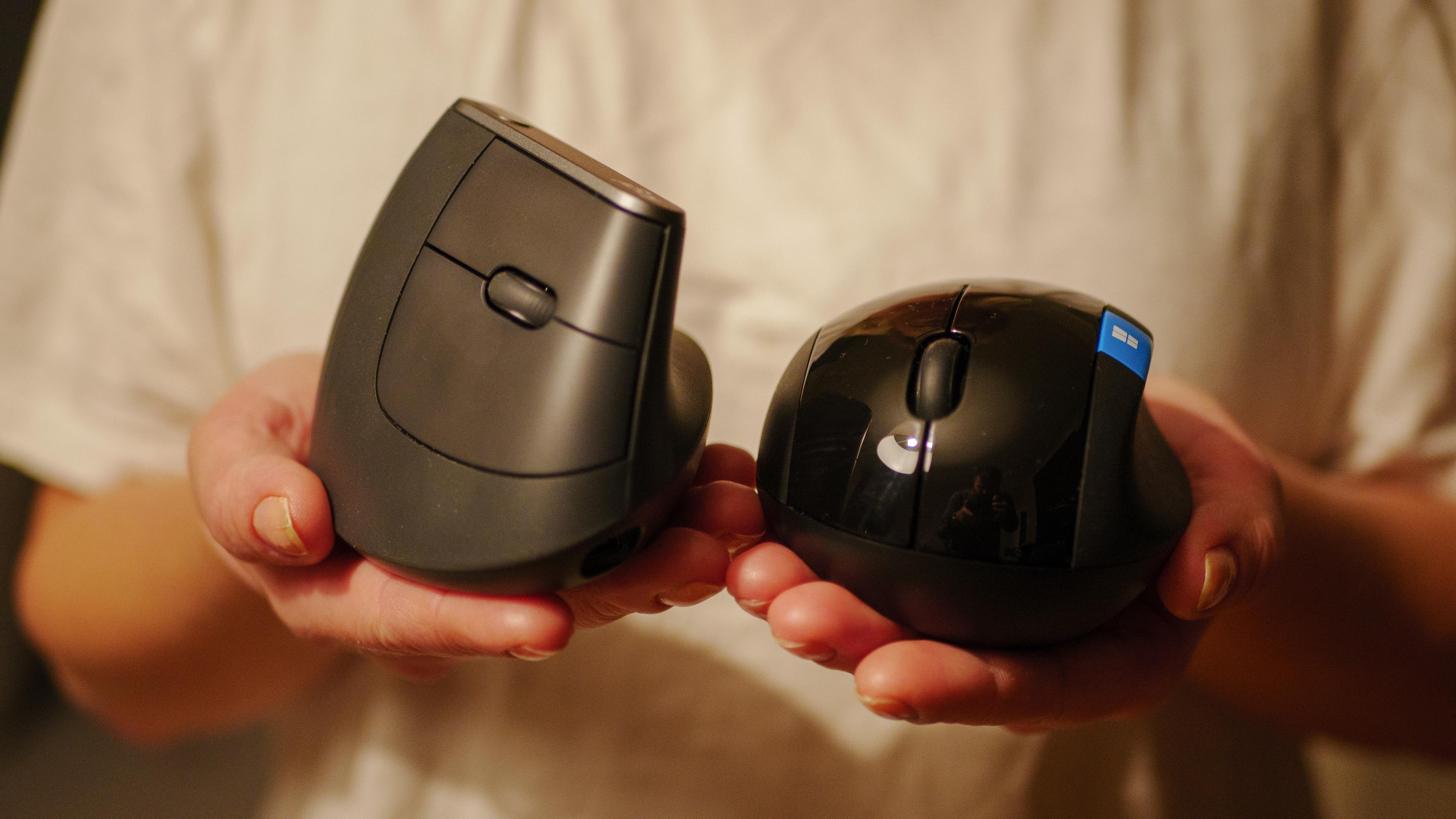 Logitech MX Vertical til venstre, Microsoft Sculpt Ergonomic til høyre.