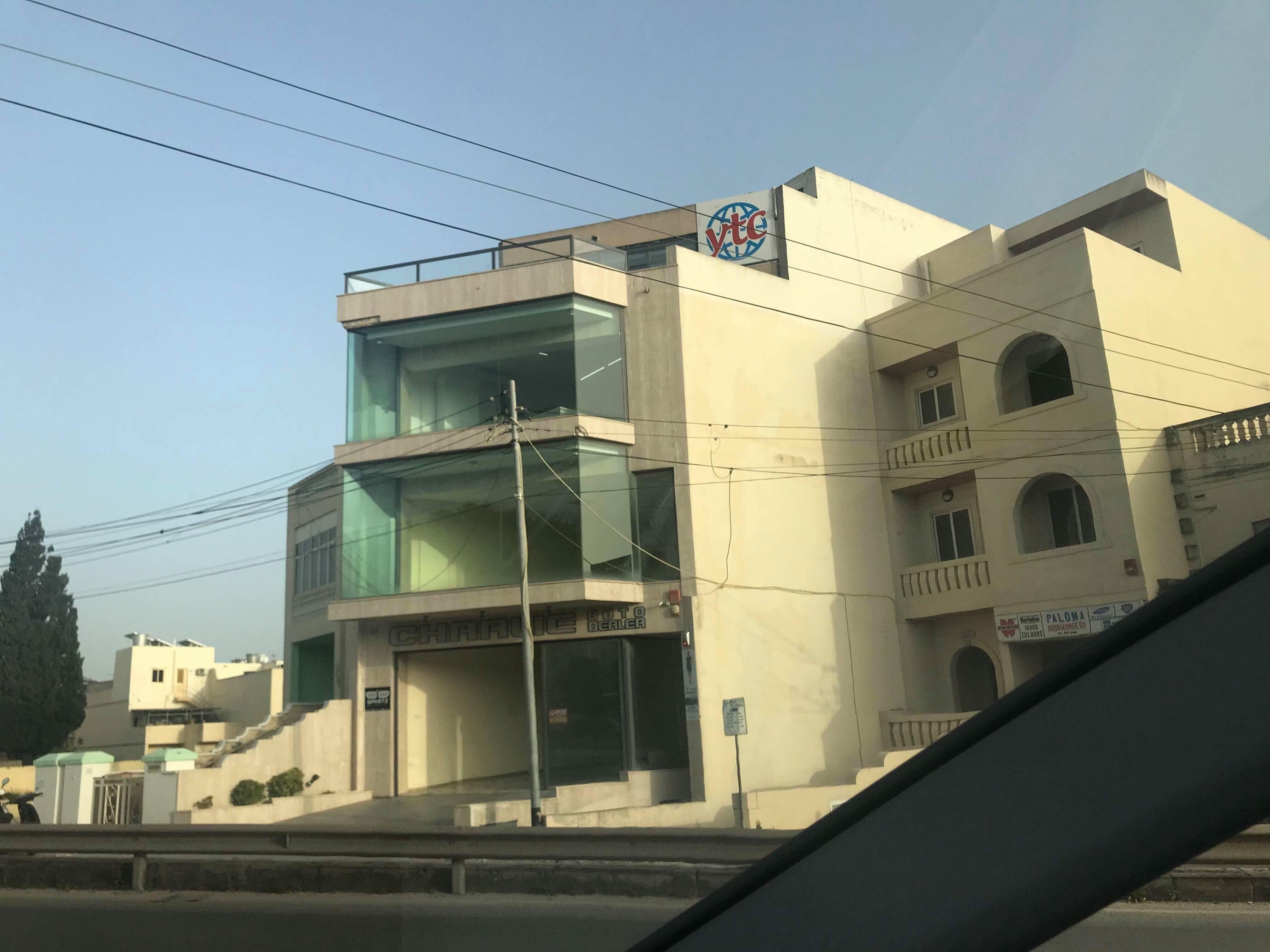 Soarfx holder til i dette kontorbygget på Malta.
