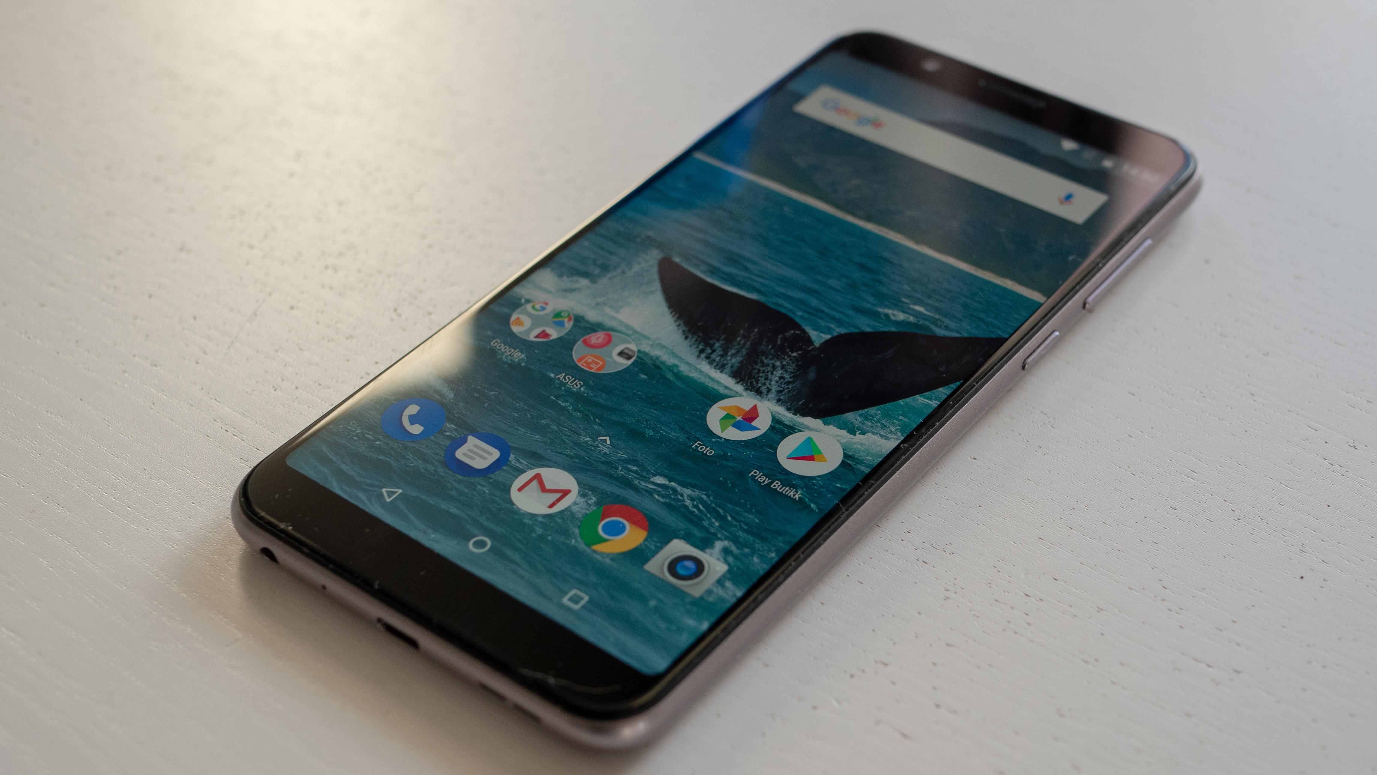 Zenfone Max Pro har en stor og fin skjerm som gjør seg ypperlig til underholdning.