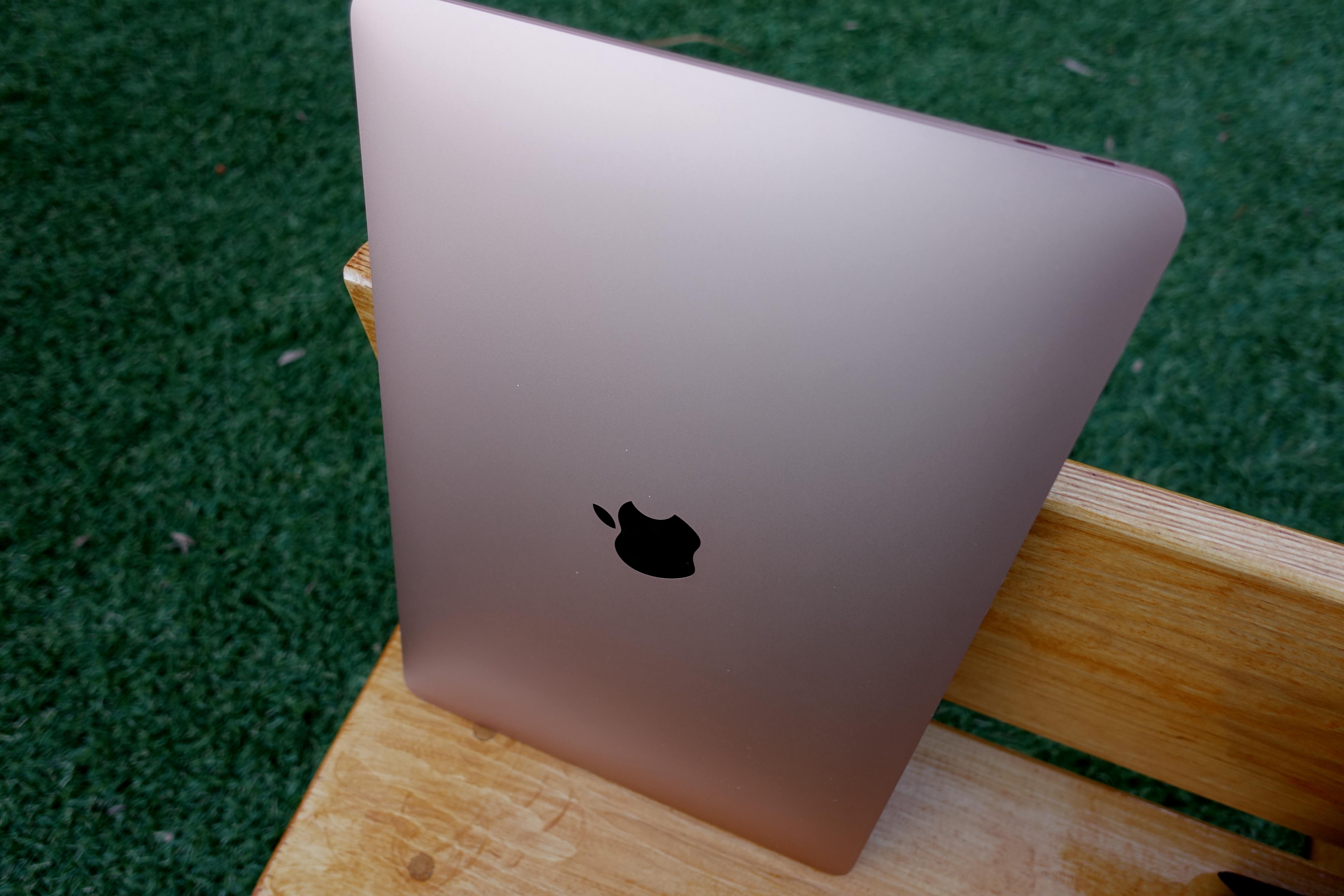 Pen er den, uten tvil, men noe stort designhopp er det ikke fra MacBook 12.