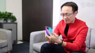 Ser du hva Xiaomi-sjefen holder her?