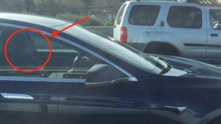 En Tesla-eier ble observert sovende på motorveien mens autopilot-funksjonen sto for kjøringen.